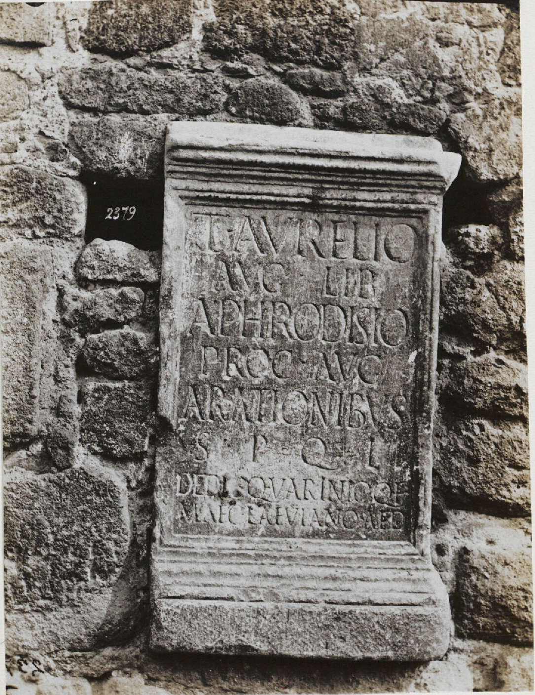 Ланувий. Надпись, посвященная сенатору Ланувия Аврелию Афродизиусу, примерно 10 г.н.э.