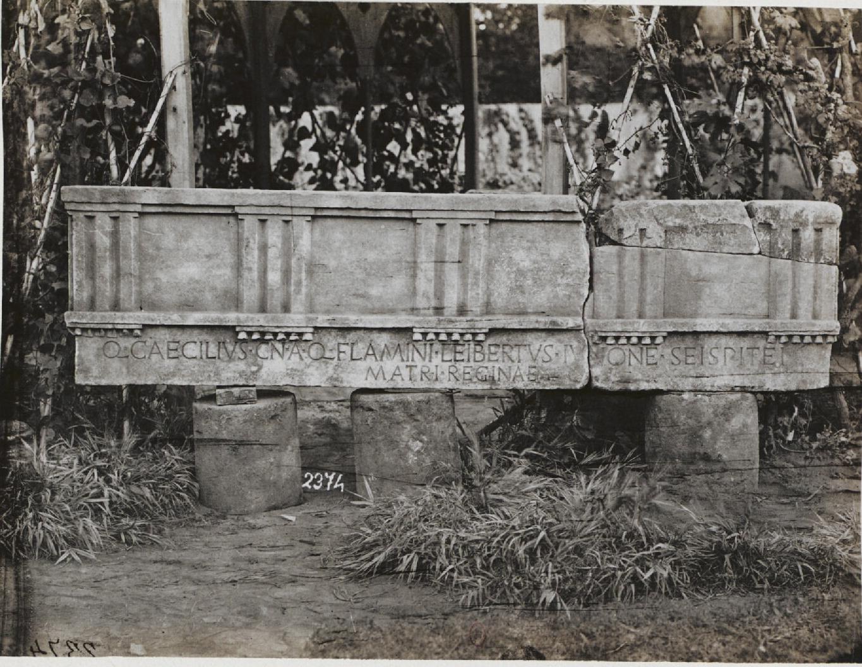 Окрестности  Ланувия. Фрагмент дорического карниза, с надписью, посвященной К. Фламиниусом Юноне (200 до н.э.)