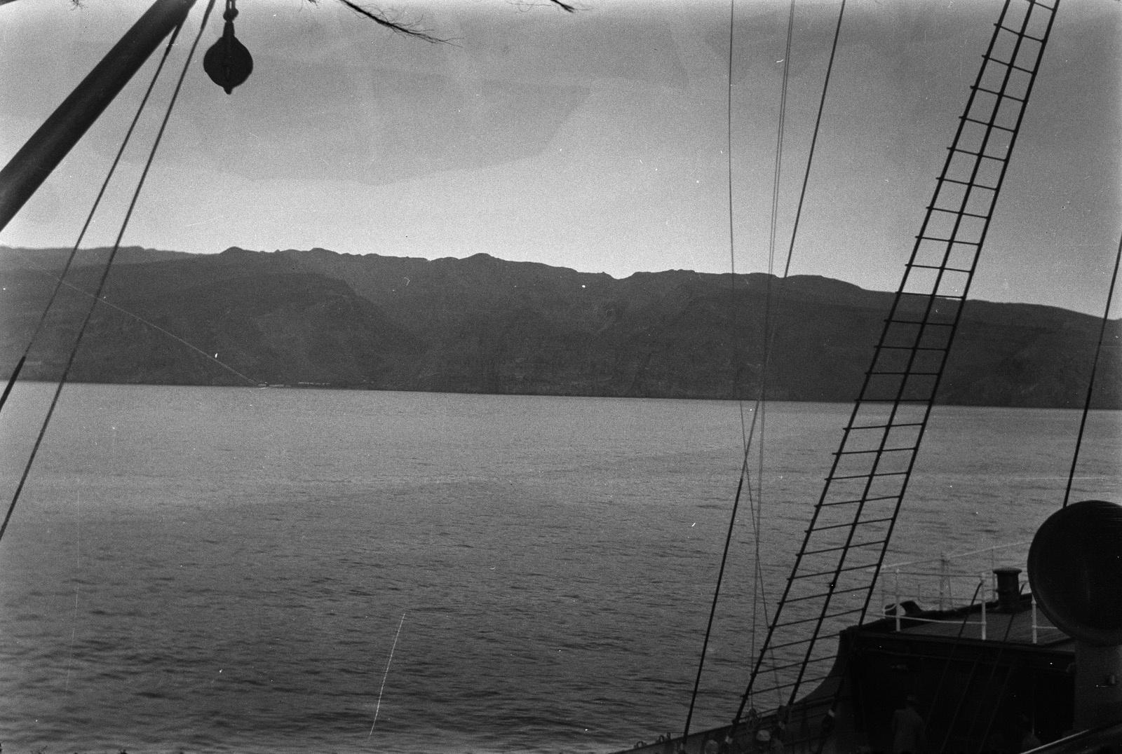 Путешествие Кейптаун-Мадейра. Вид на скалы острова Гомера