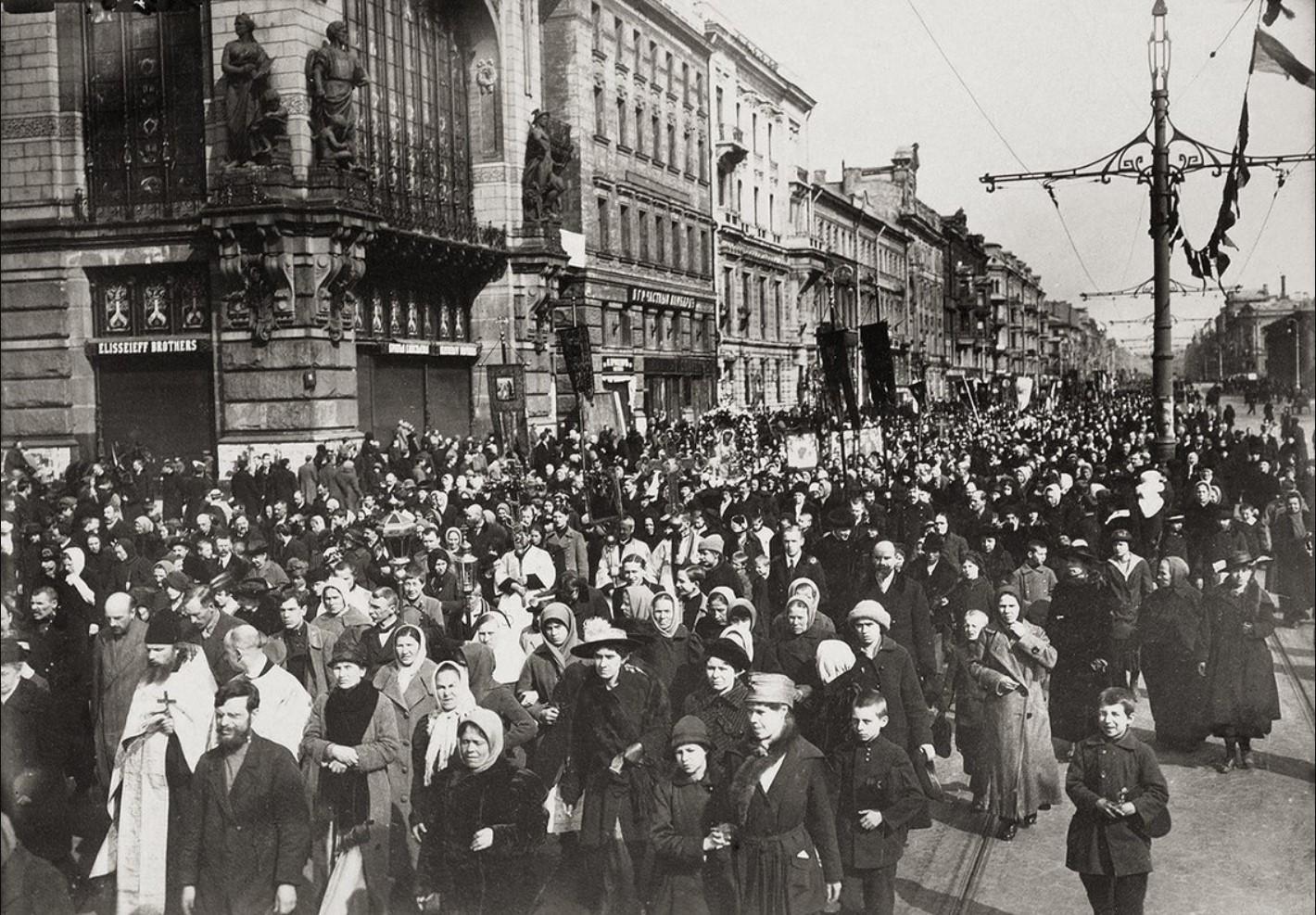 1918. Крестный ход на Невском проспекте по случаю отделения церкви от государства