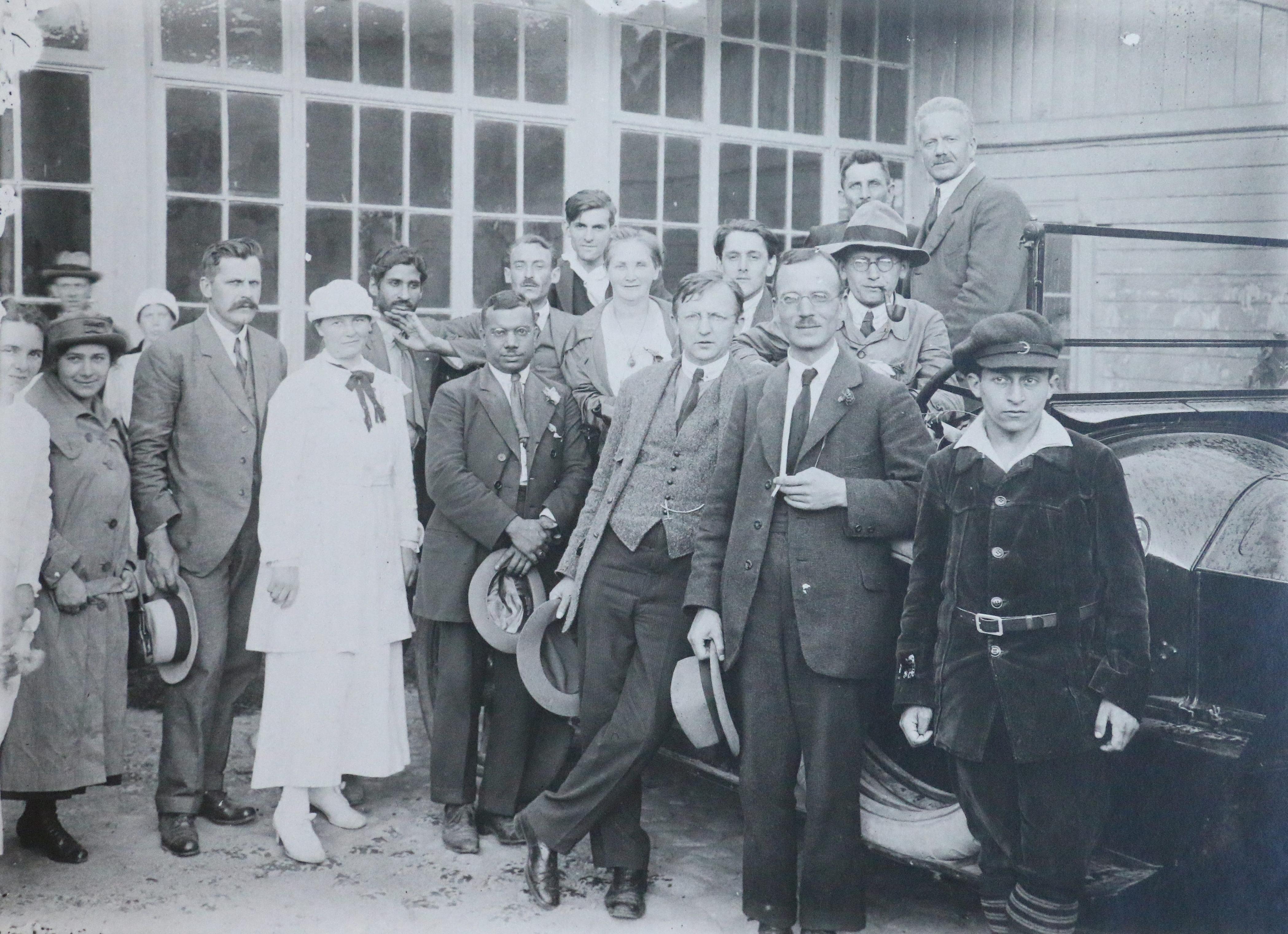 Группа делегатов съезда III Интернационала в Павловском дворце