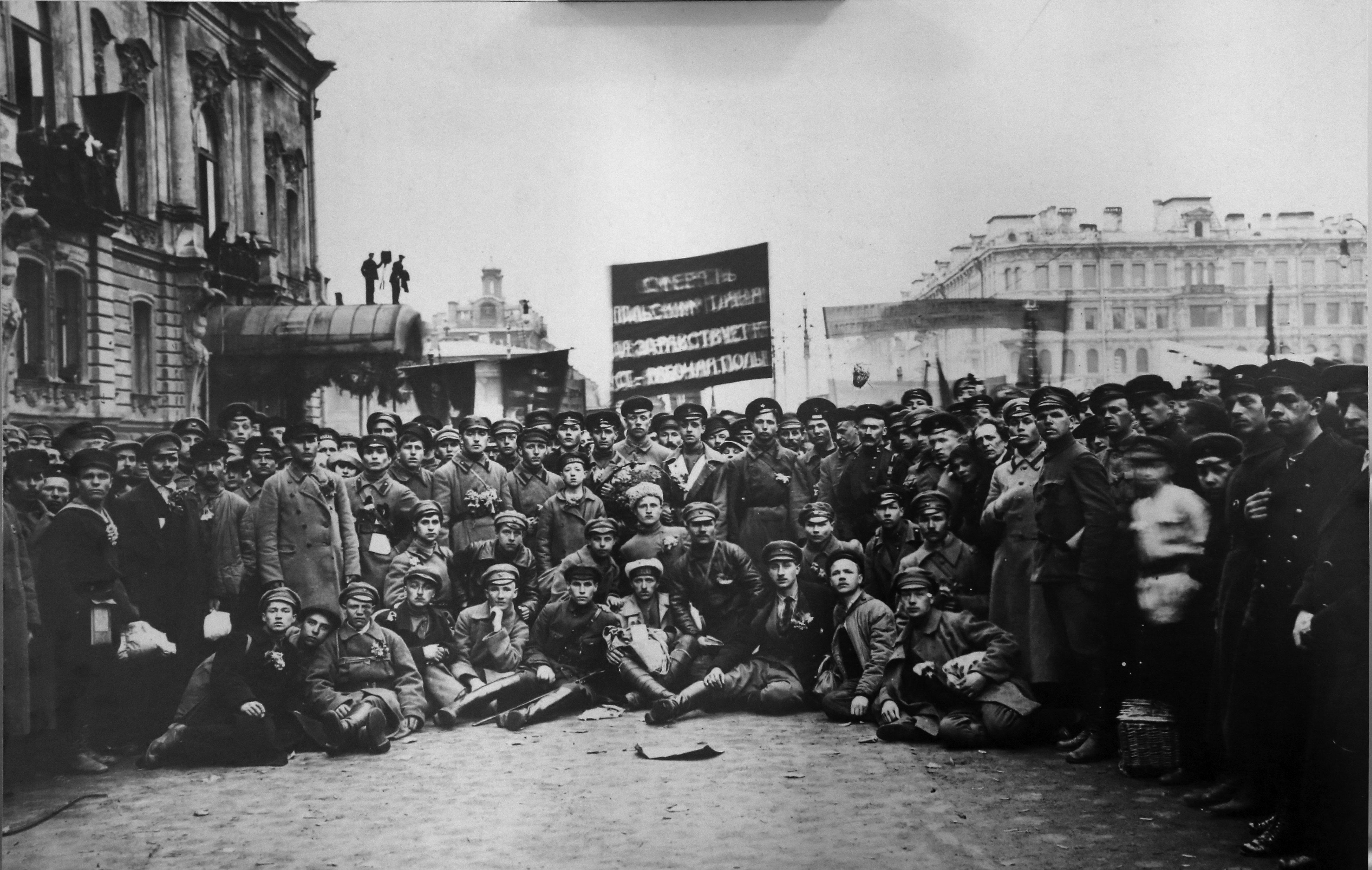Отправка мобилизованных петроградских коммунистов на польский фронт