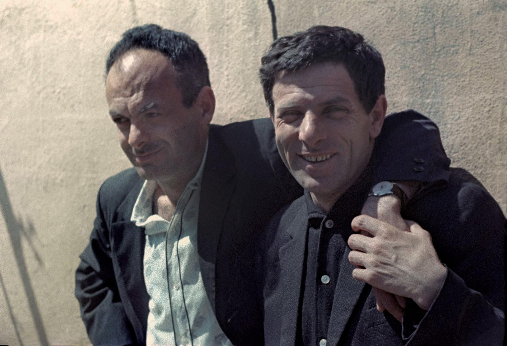 1965. Булат  Окуджава и Петр  Тодоровский на съемках фильма «Верность»