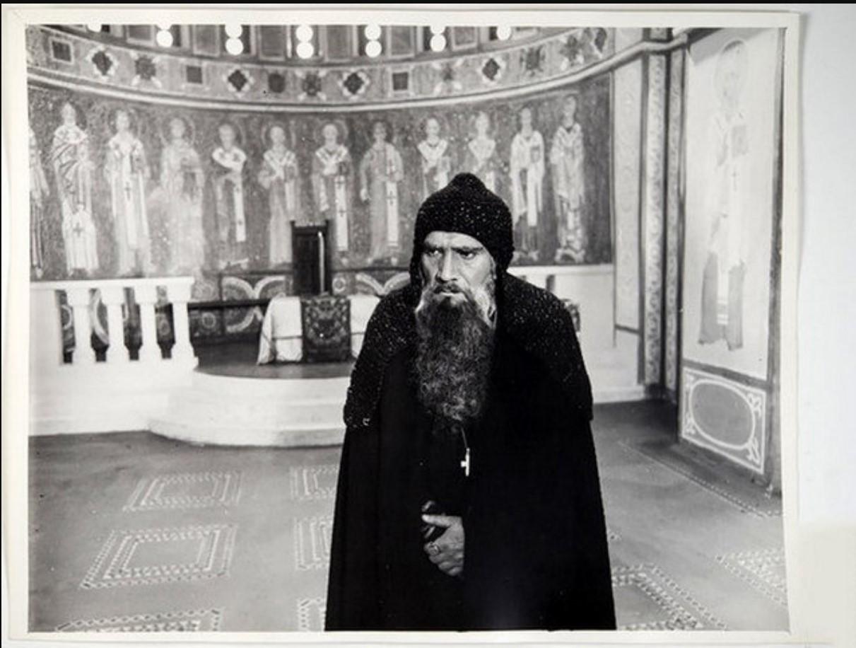 1978. Армен Джигарханян во время съемок фильма «Ярославна, королева Франции»