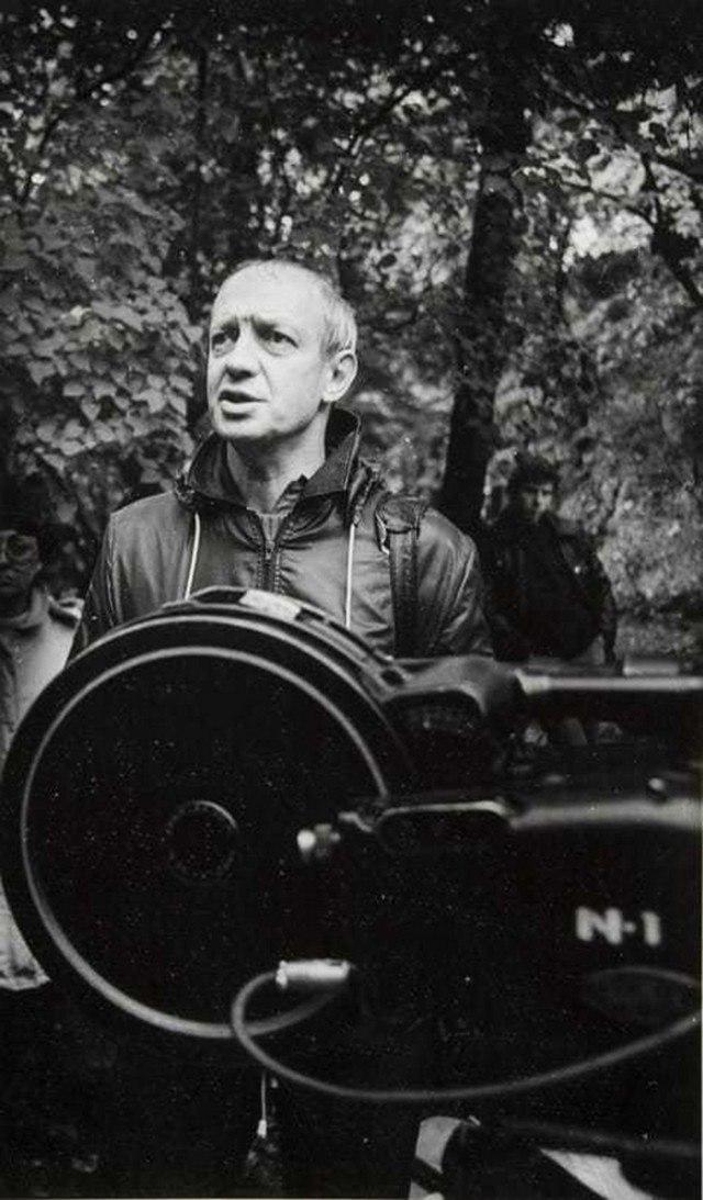 1982. Режиссёр Илья Авербах на съемках фильма «На берегах пленительных Невы...».