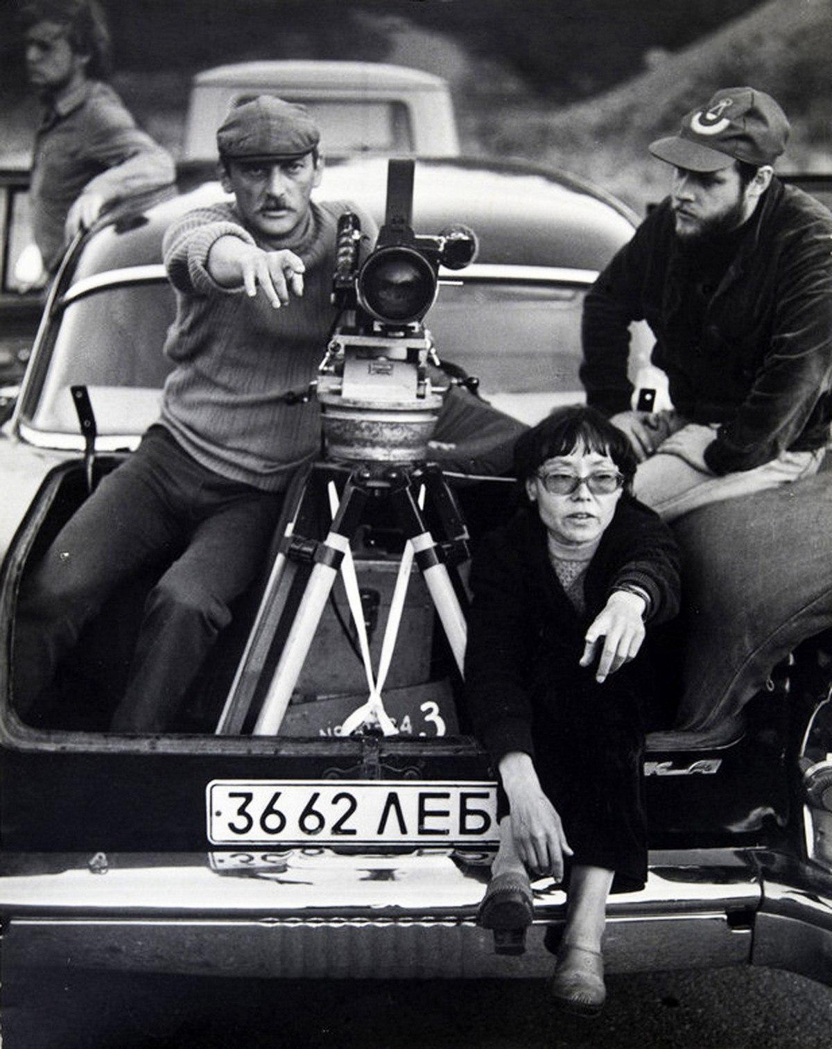 1982. Юрий Векслер, режиссёр Динара Асанова. Со съёмок фильма «Пацаны»,