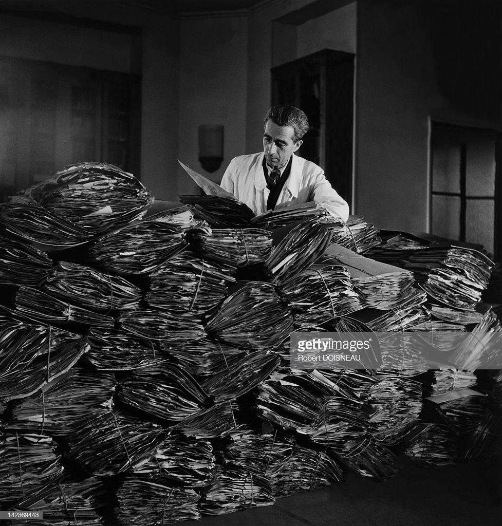 1943. Портрет французского ботаника Андре Гийомена в одной из лабораторий Сада растений Парижа