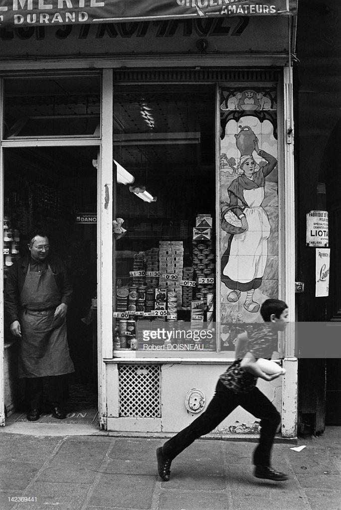 1950. Витрина магазина. Париж