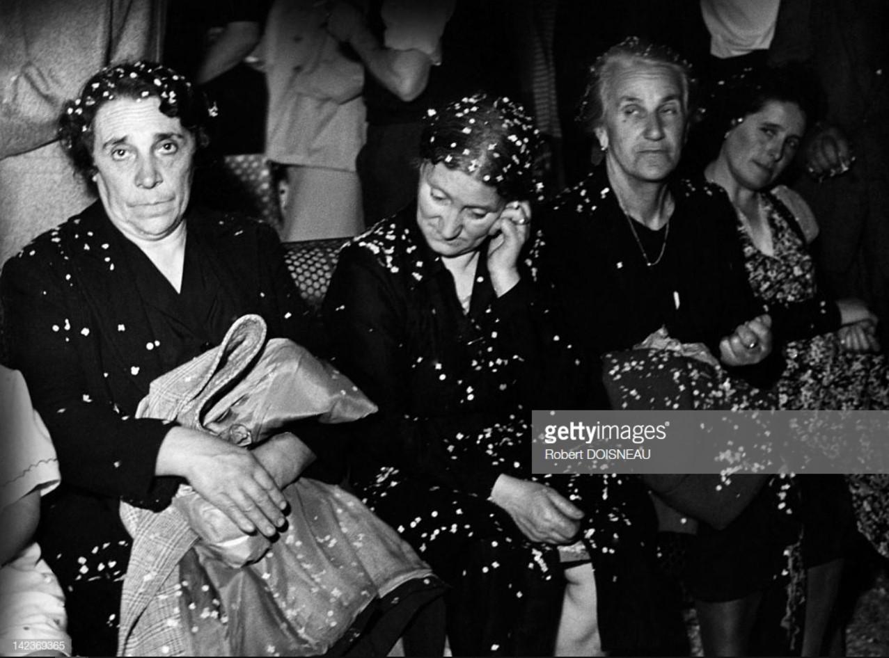 1950. Старые женщины во время вечеринки