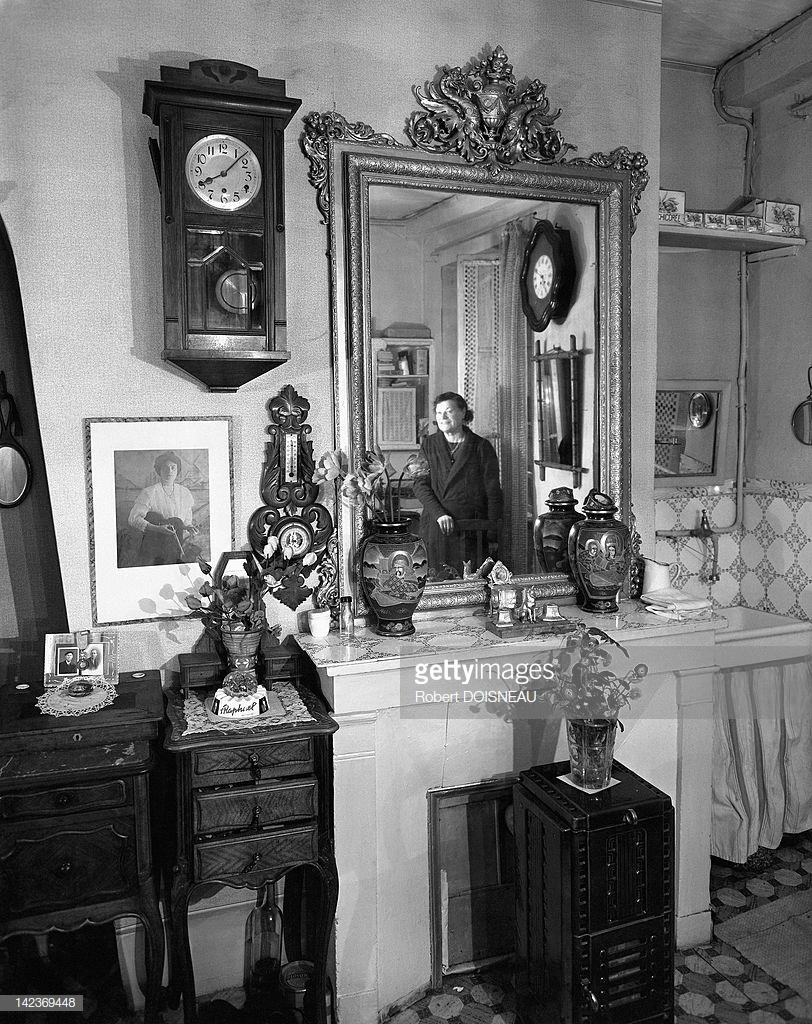1953. Вид консьержки и ее комнаты, Париж