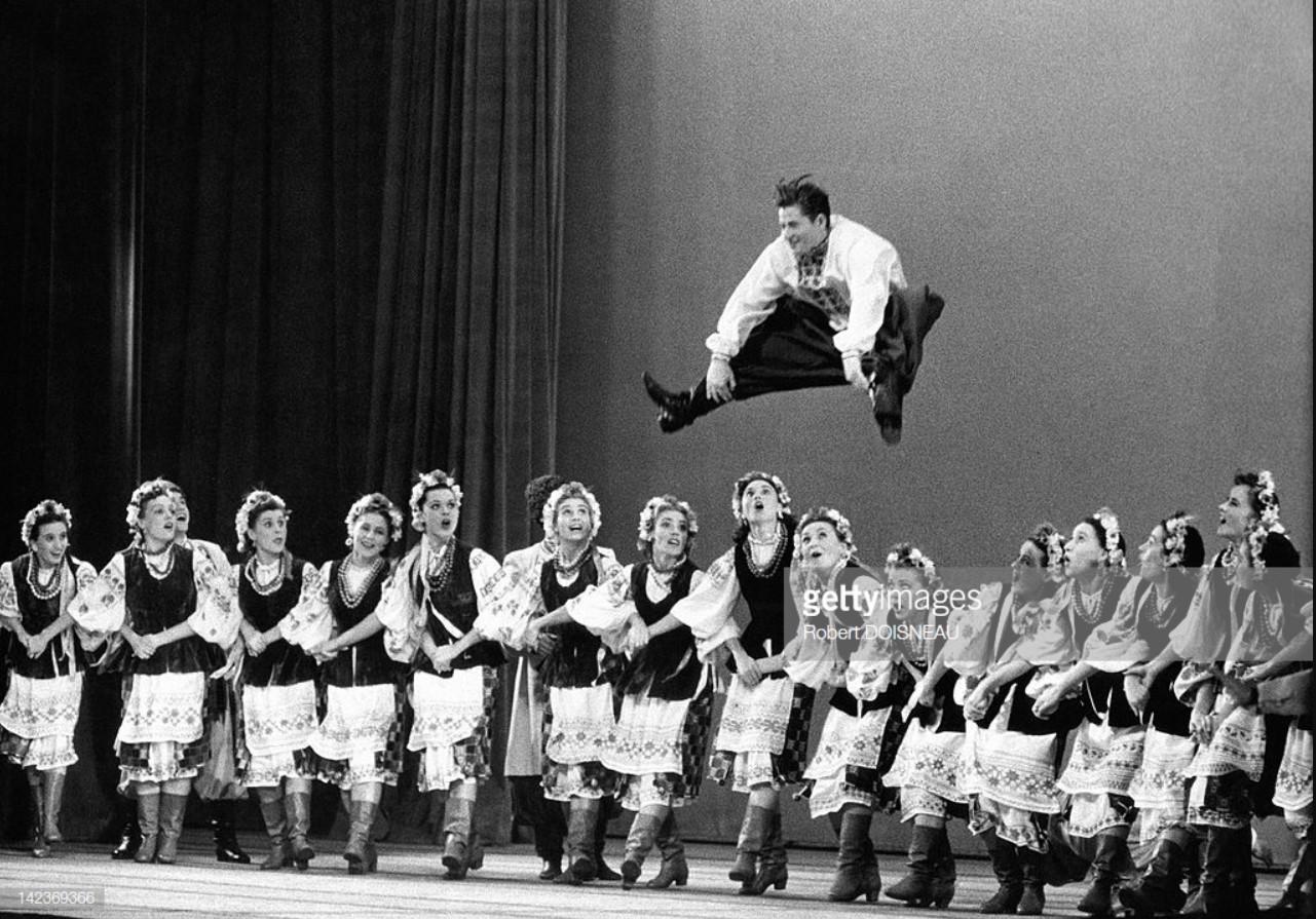 1955. Выступление «фольклорного балета Игоря Моисеева» в Пале-де-Шайоле в Париже, 18 октября