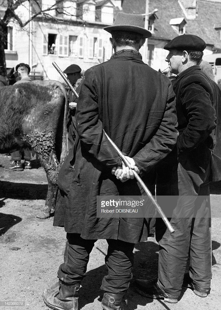 1963. Двое мужчин на ярмарке в Пло