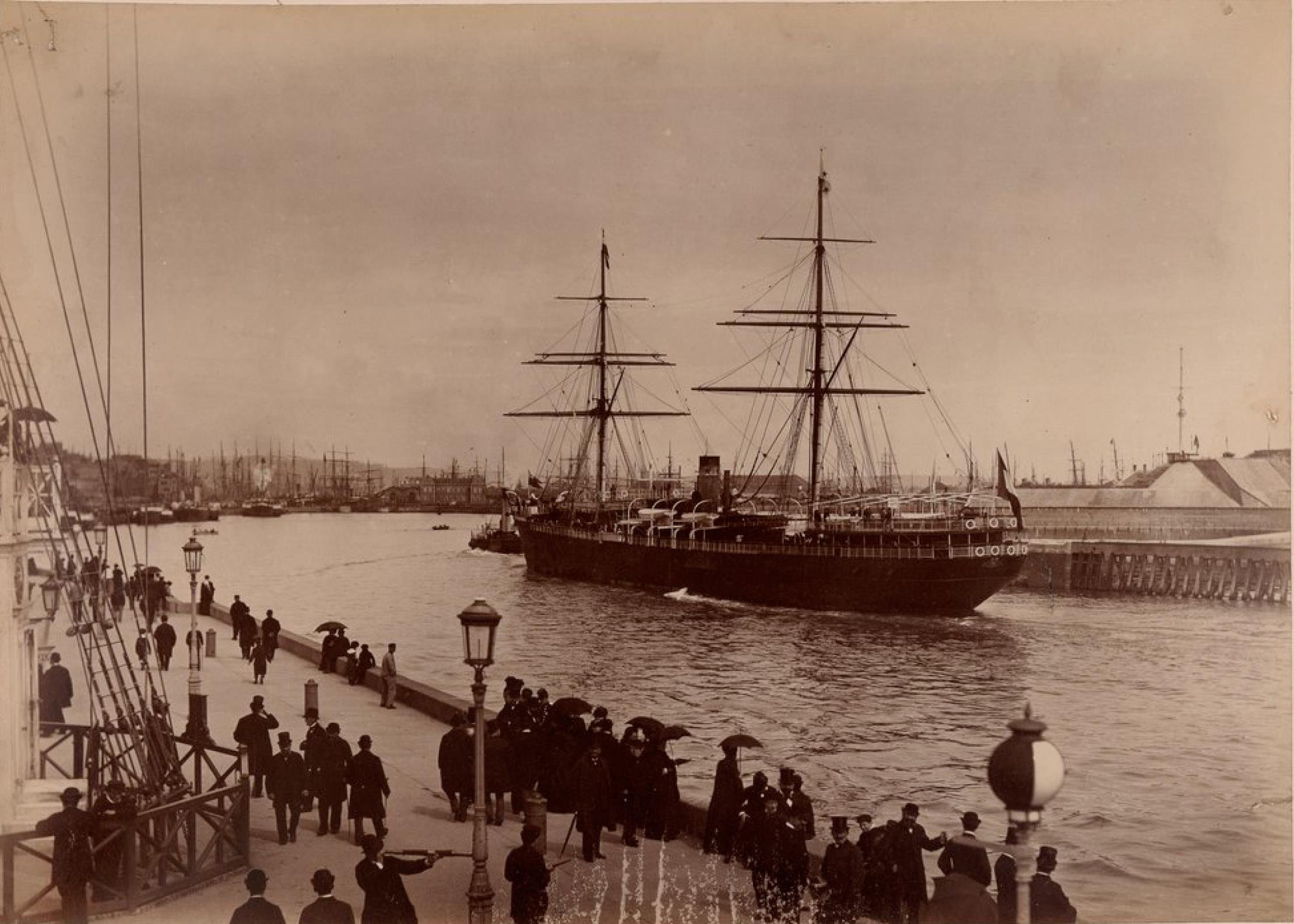 Компания «Chargeurs Reunis». Гавр. Пассажирское судно «Парана», построенное на верфях Луары. Линия Гавр - Южная Америка