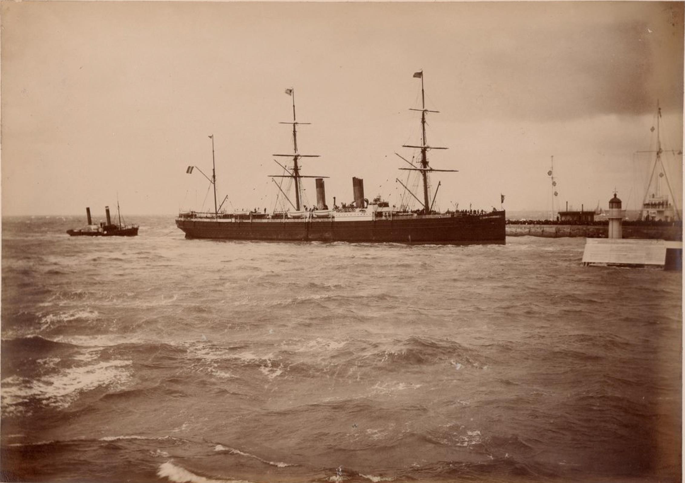 Трансатлантическая компания. Гавр. «Франция». В 1887 году «Франция» по пути в Вест-Индию и Колон, была почти полностью уничтожена огнем
