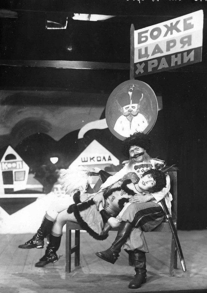1928. Ленинград. Театр Кривое зеркало.