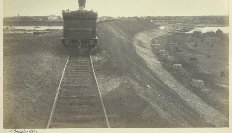 30 сентября 1863 года. Работы по сооружению подходной насыпи. Вид с московского берега