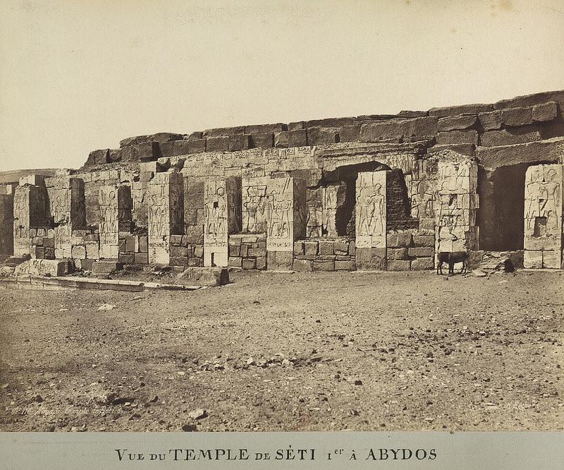 Абидос. Вид на большой поминальный храм Сети I