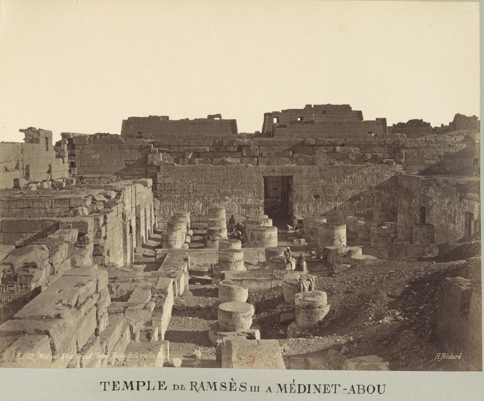 Мединет-Абу. Погребальный храм Рамсеса III.  Руины западной части