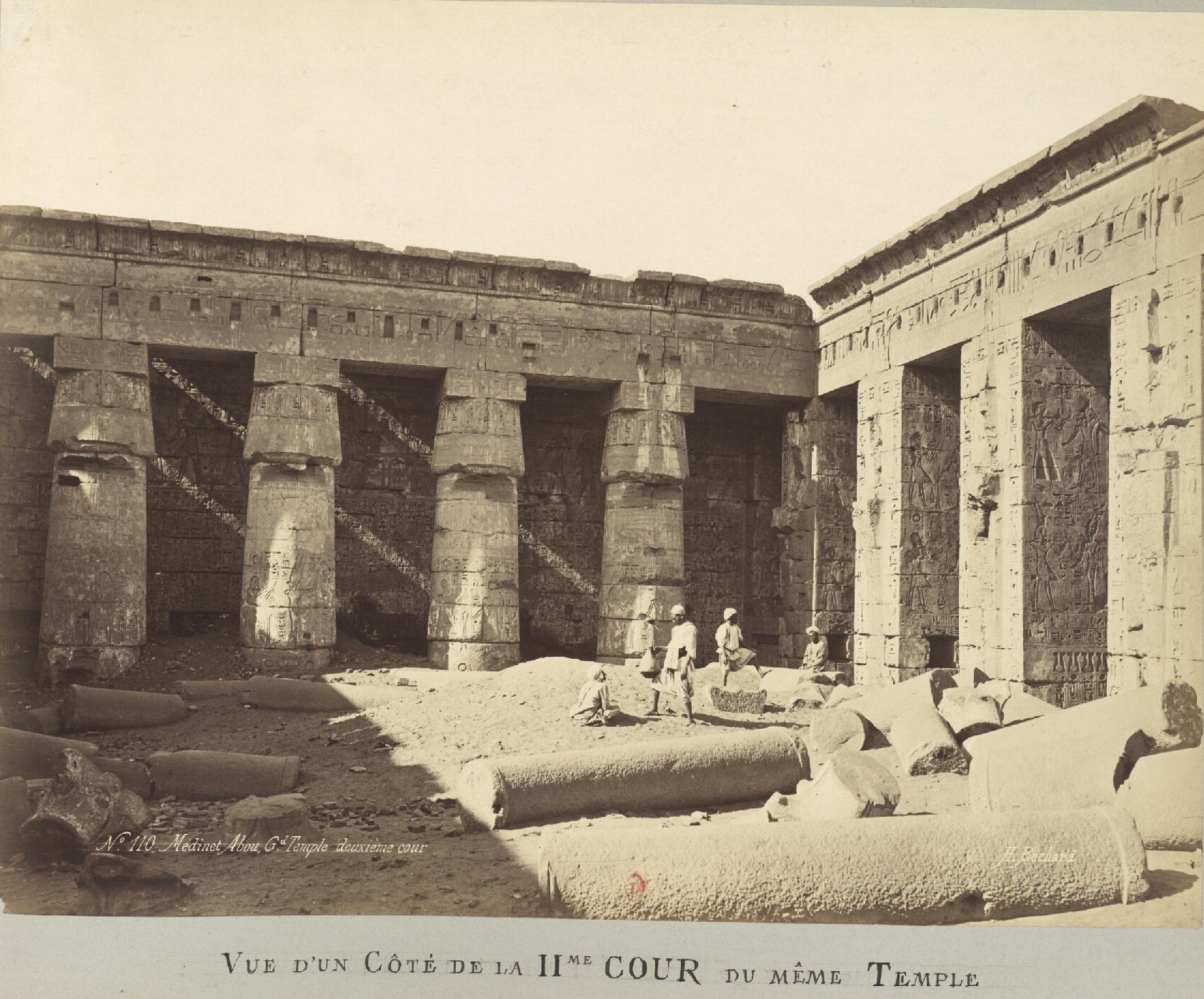Мединет-Абу. Погребальный храм Рамсеса III. Вид II двора храма