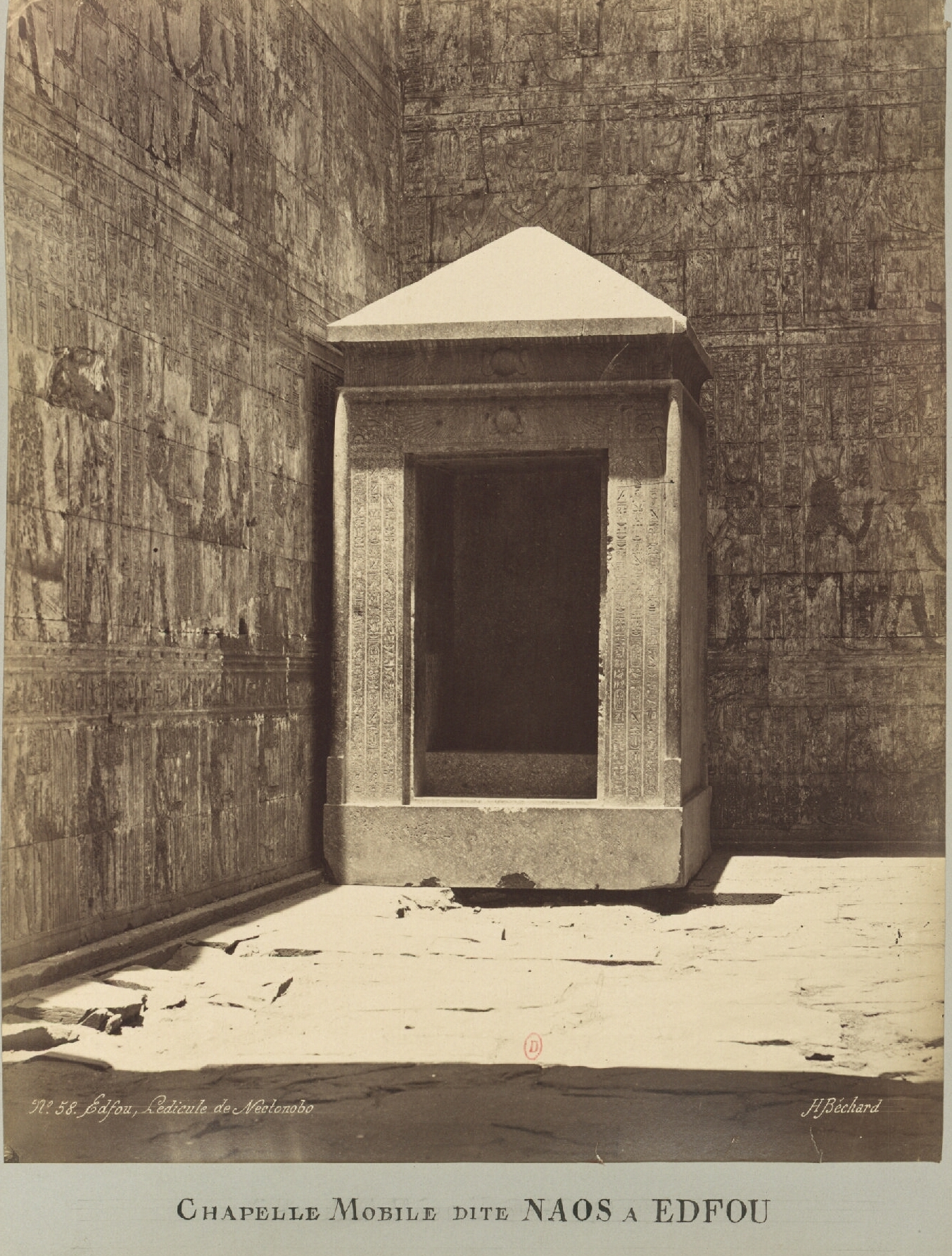 Эдфу. Наос в святилище (на нем картуши Нектанеба I)