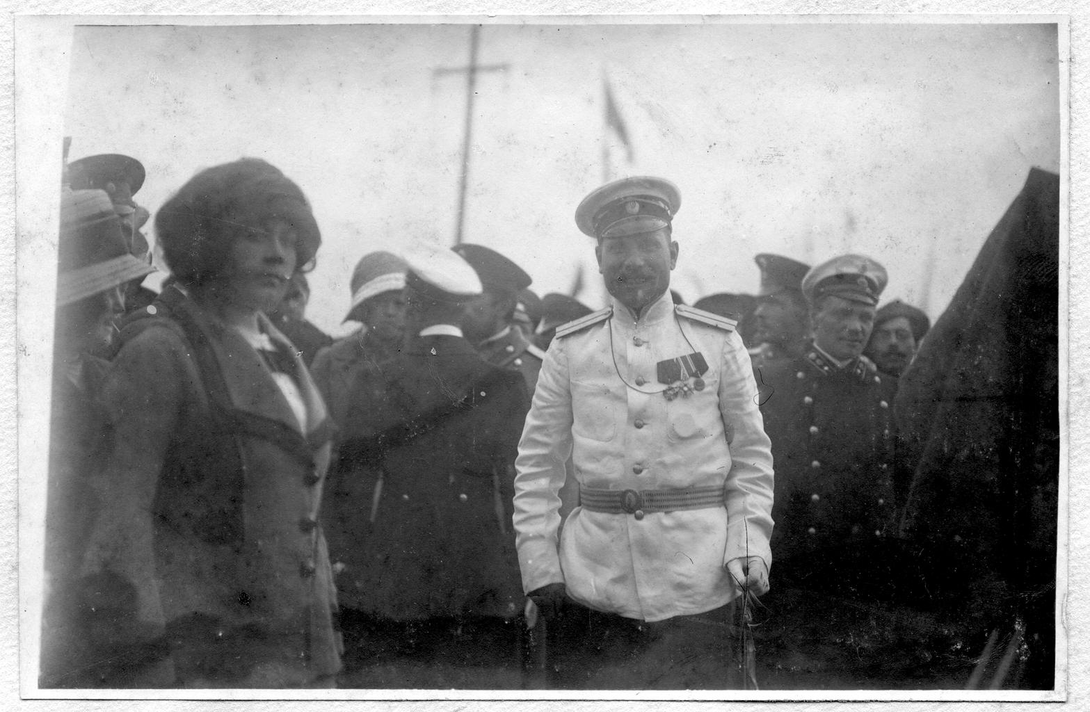 Седов Г. Я. с провожающими и участниками экспедиции на палубе судна
