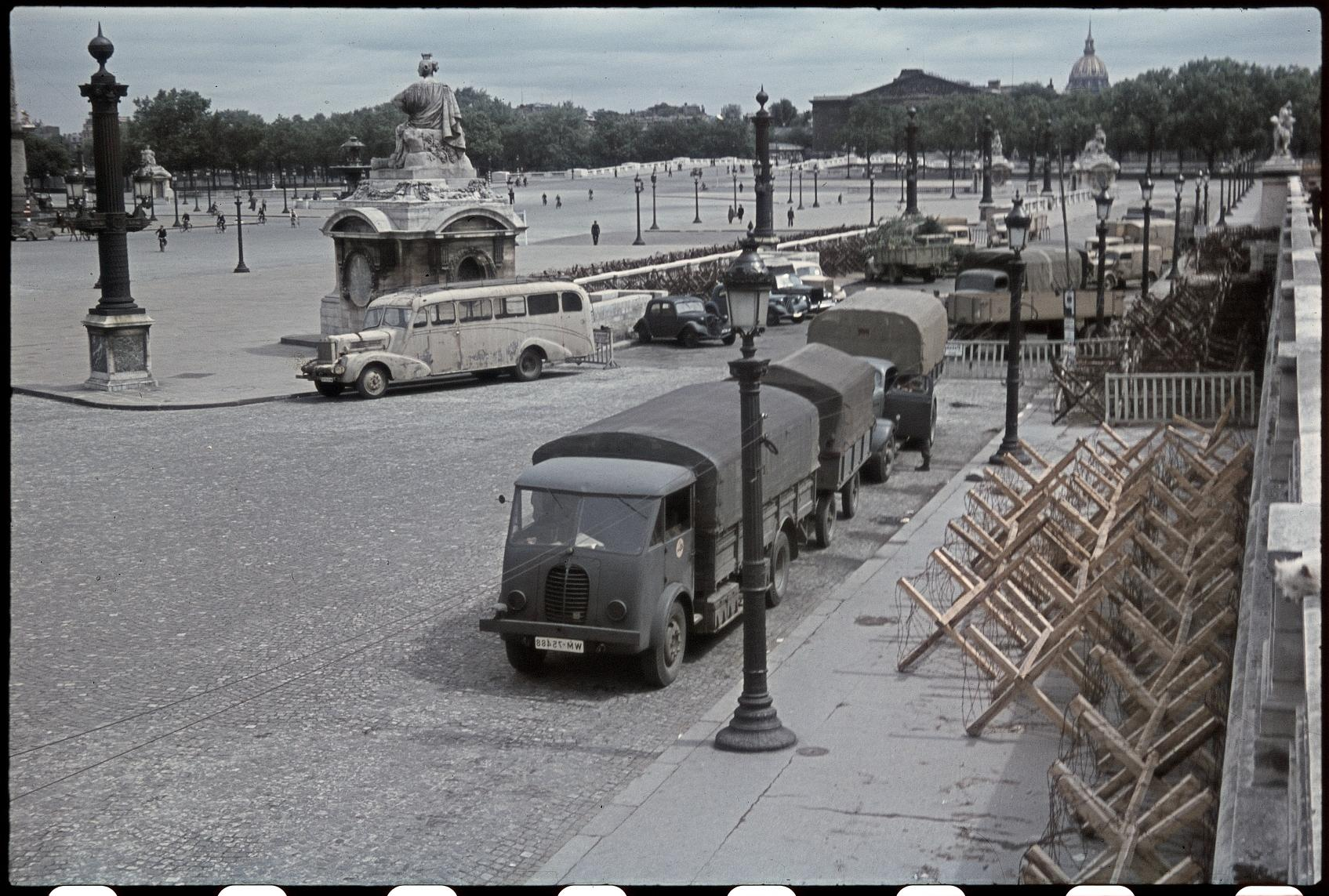 Колючая проволока на площади Согласия