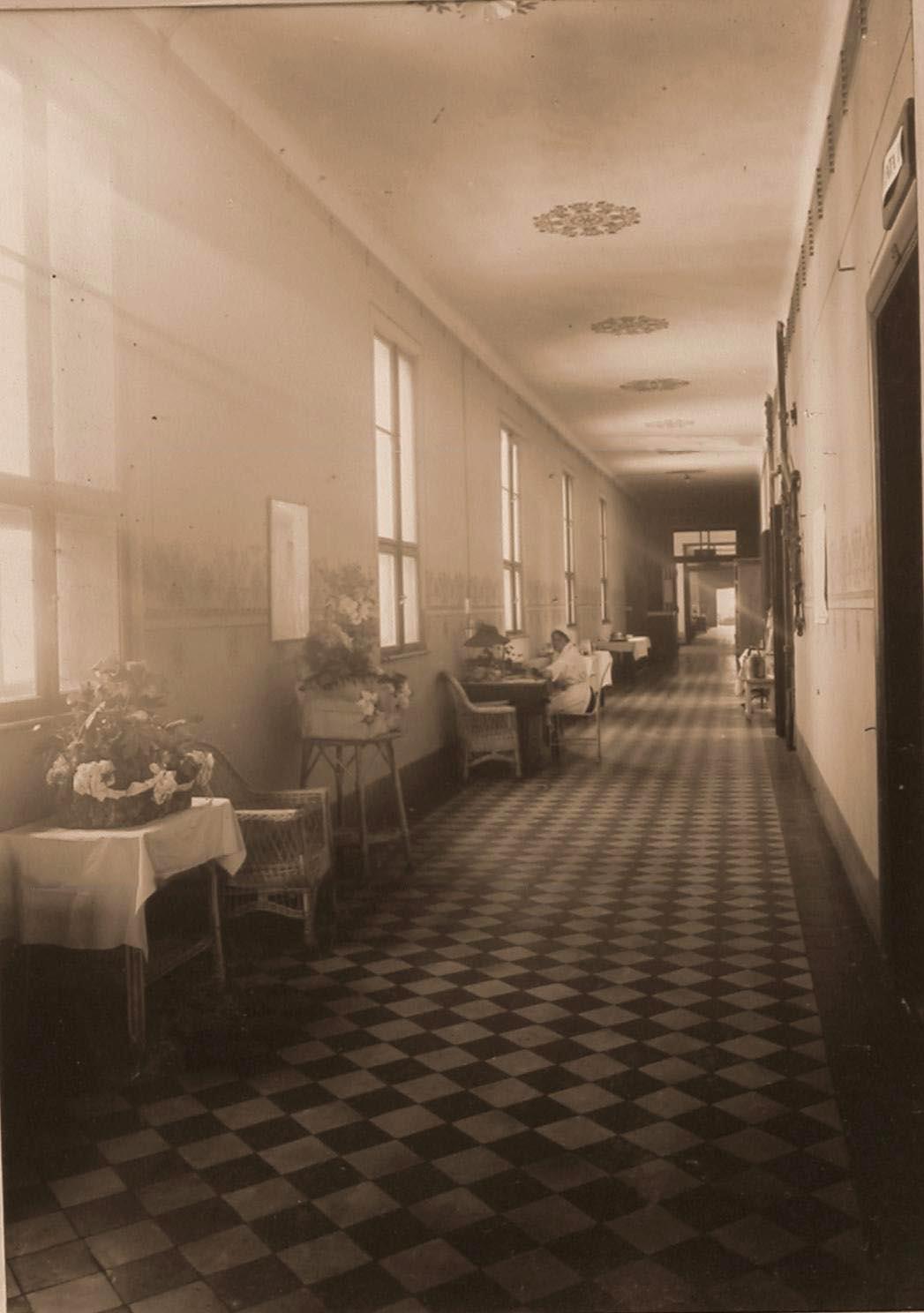 05. Вид части коридора III этажа госпиталя