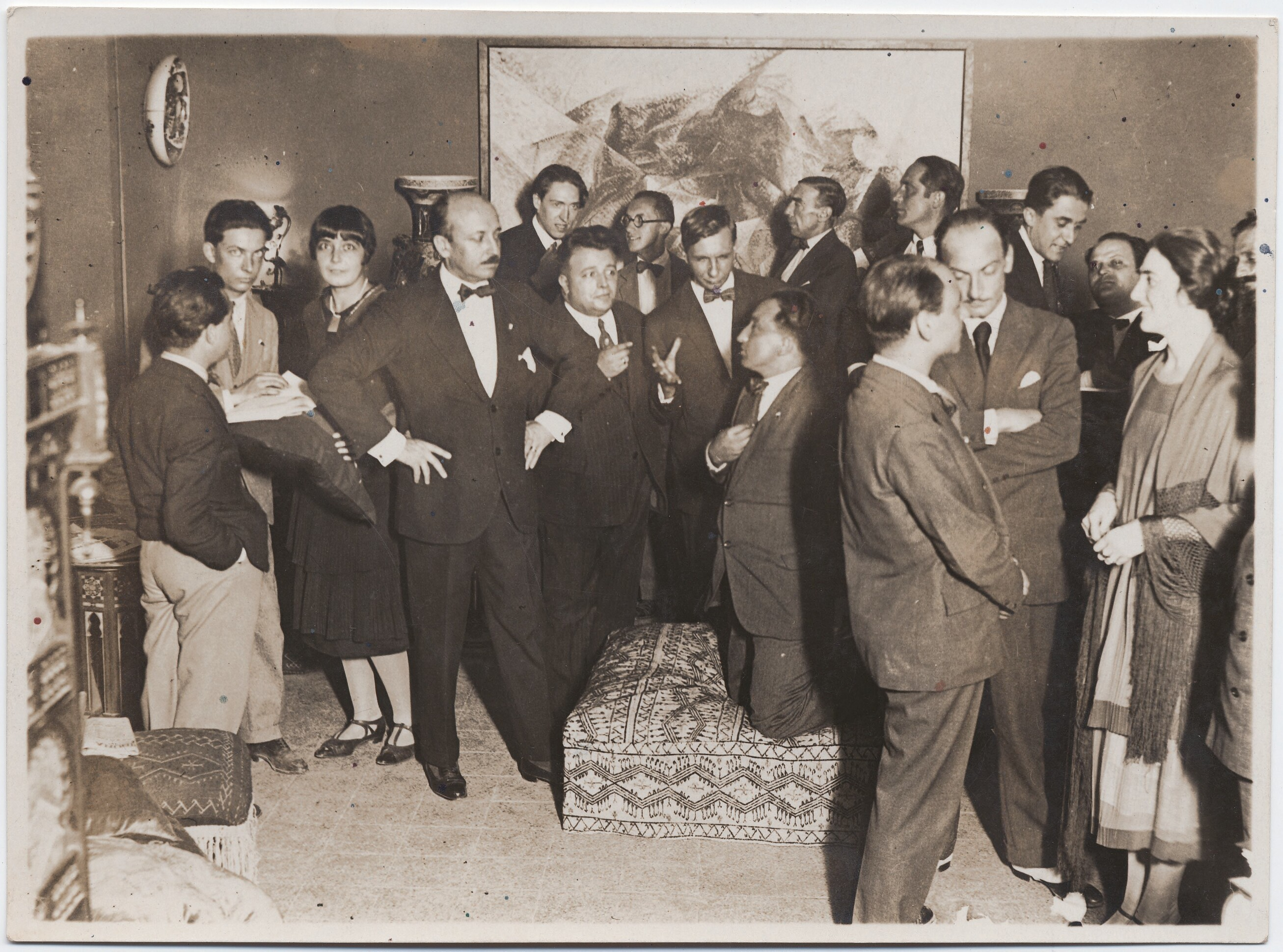 1930-е. Рим. Маринетти, Бенедетта Каппа Маринетти, Деперо (на оттоманке)