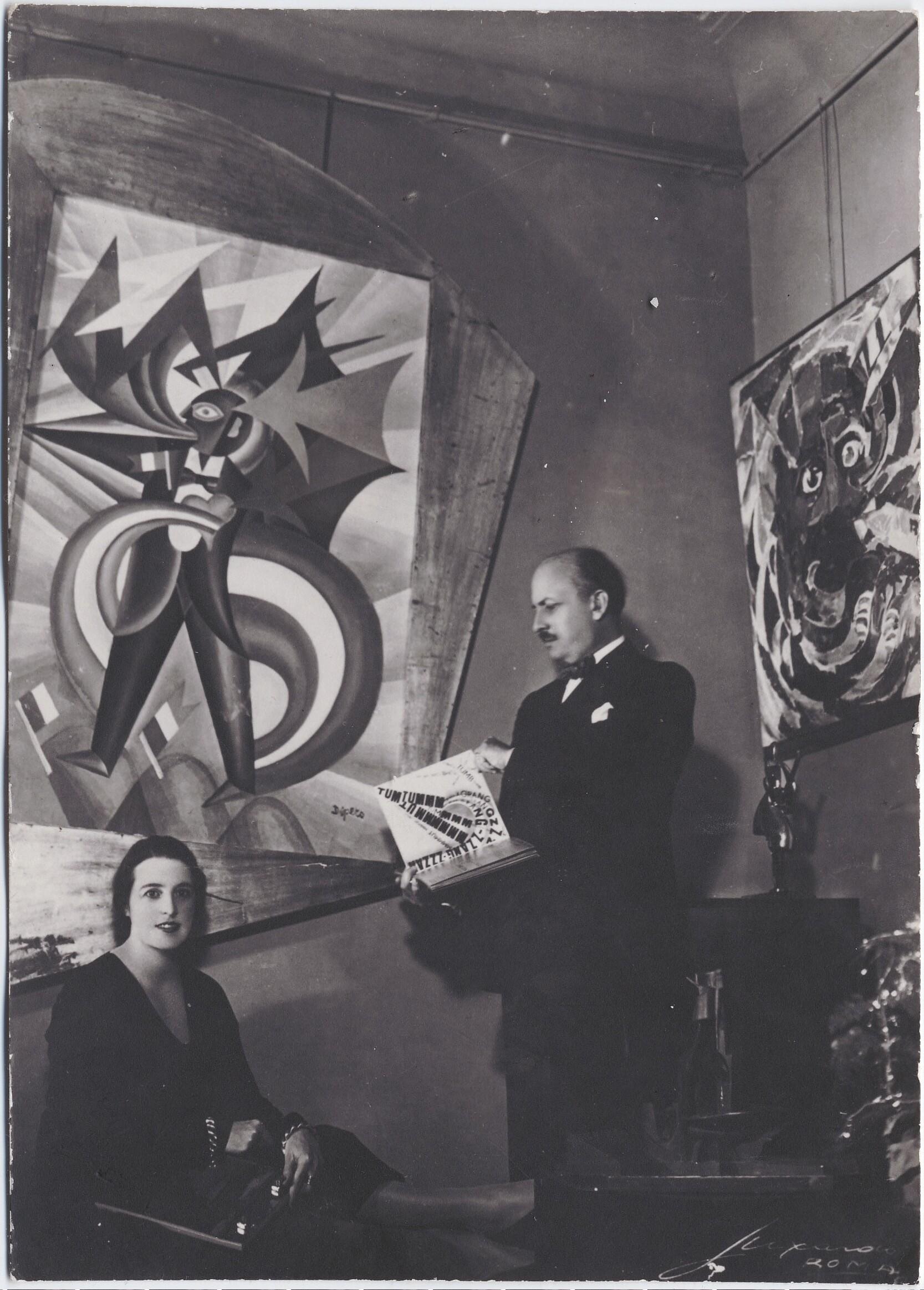 1932. Рим. Филиппо Томмазо Маринетти и Бенедетта Каппа Маринетти в их квартире на Пьяцца Адриана