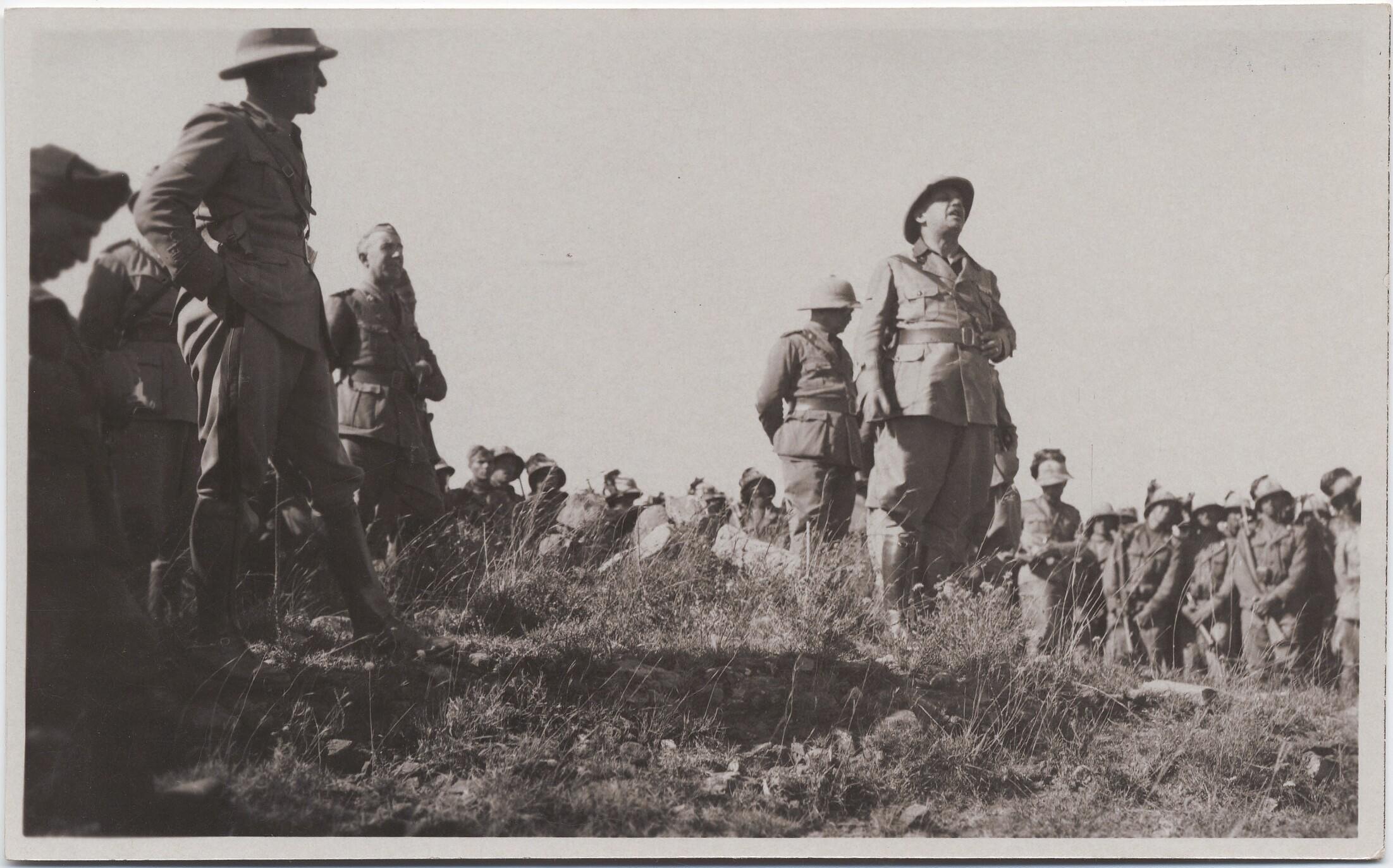 1936. Филиппо Томмазо Маринетти выступает перед солдатами во время войны в Эфиопии