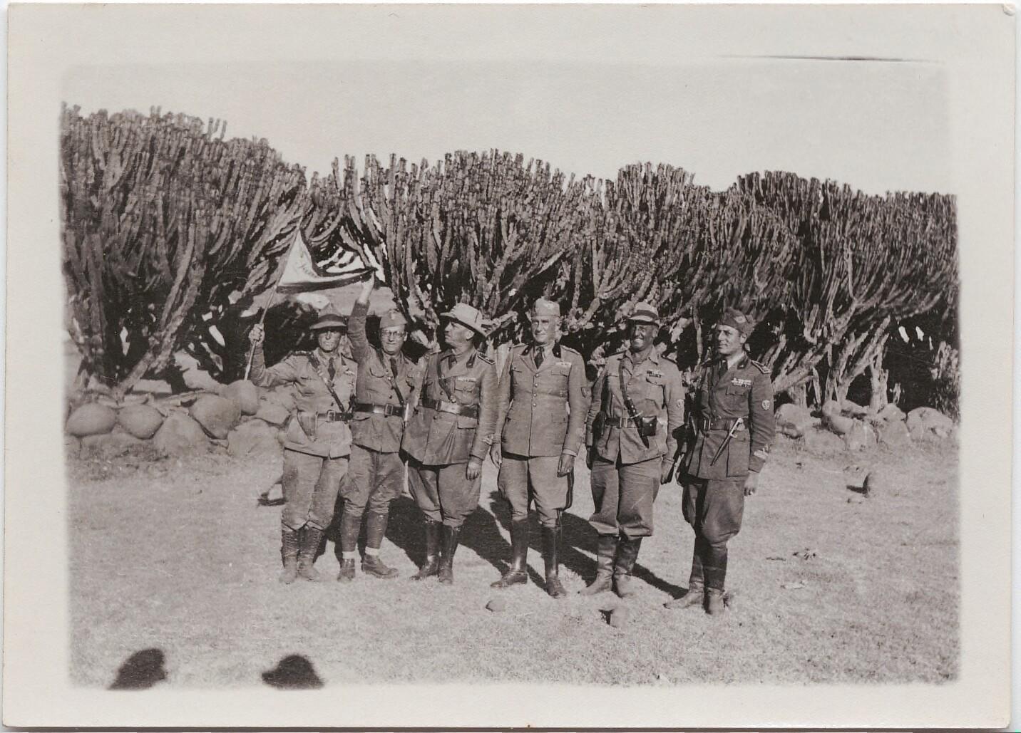 1936. Филиппо Томмазо Маринетти и пять офицеров