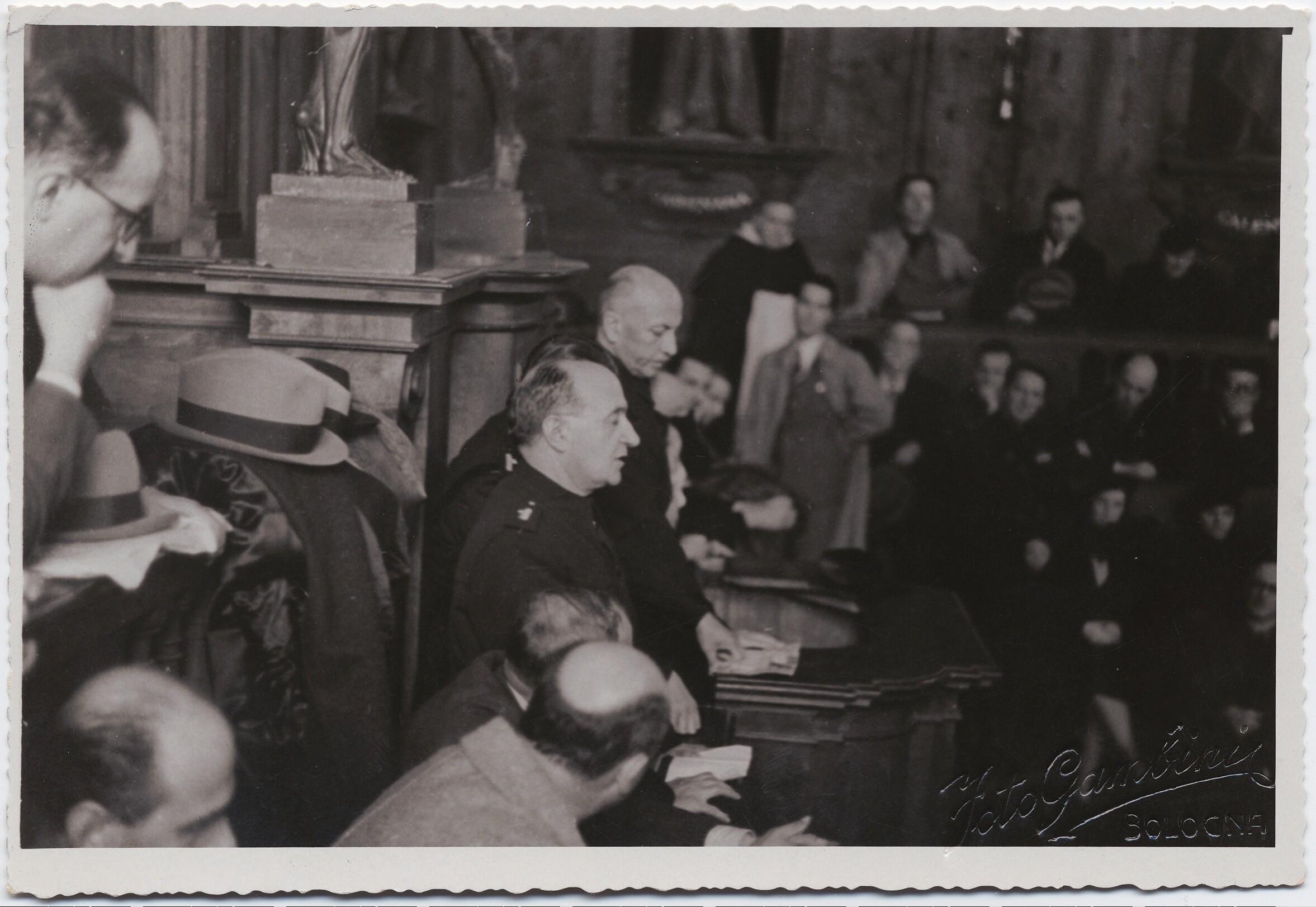 1938. Болонья. Филиппо Томмазо Маринетти на литературной конференции