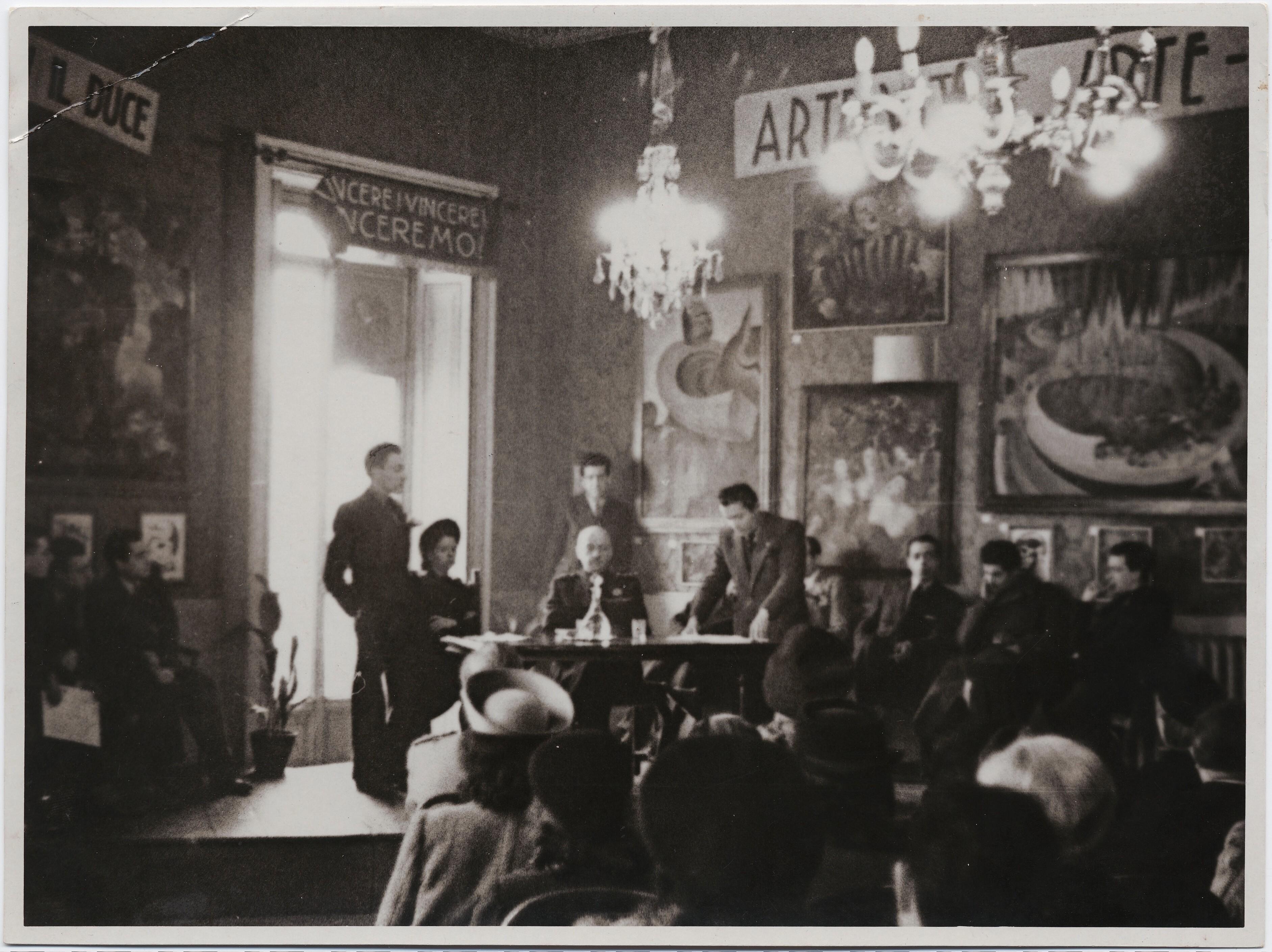1941. Маринетти в фашисткой униформе на вечере футуристов