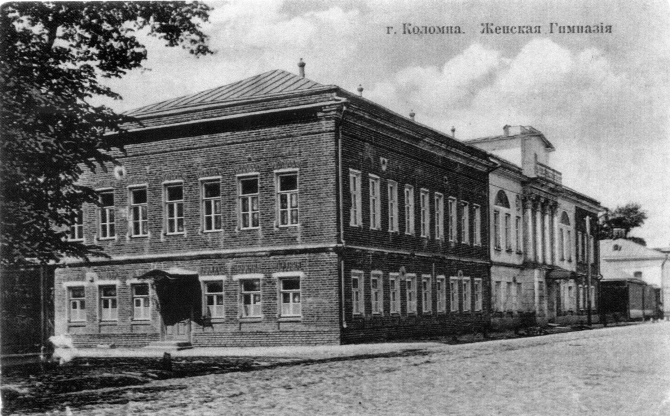 Пятницкая улица. Пушкинская женская гимназия.