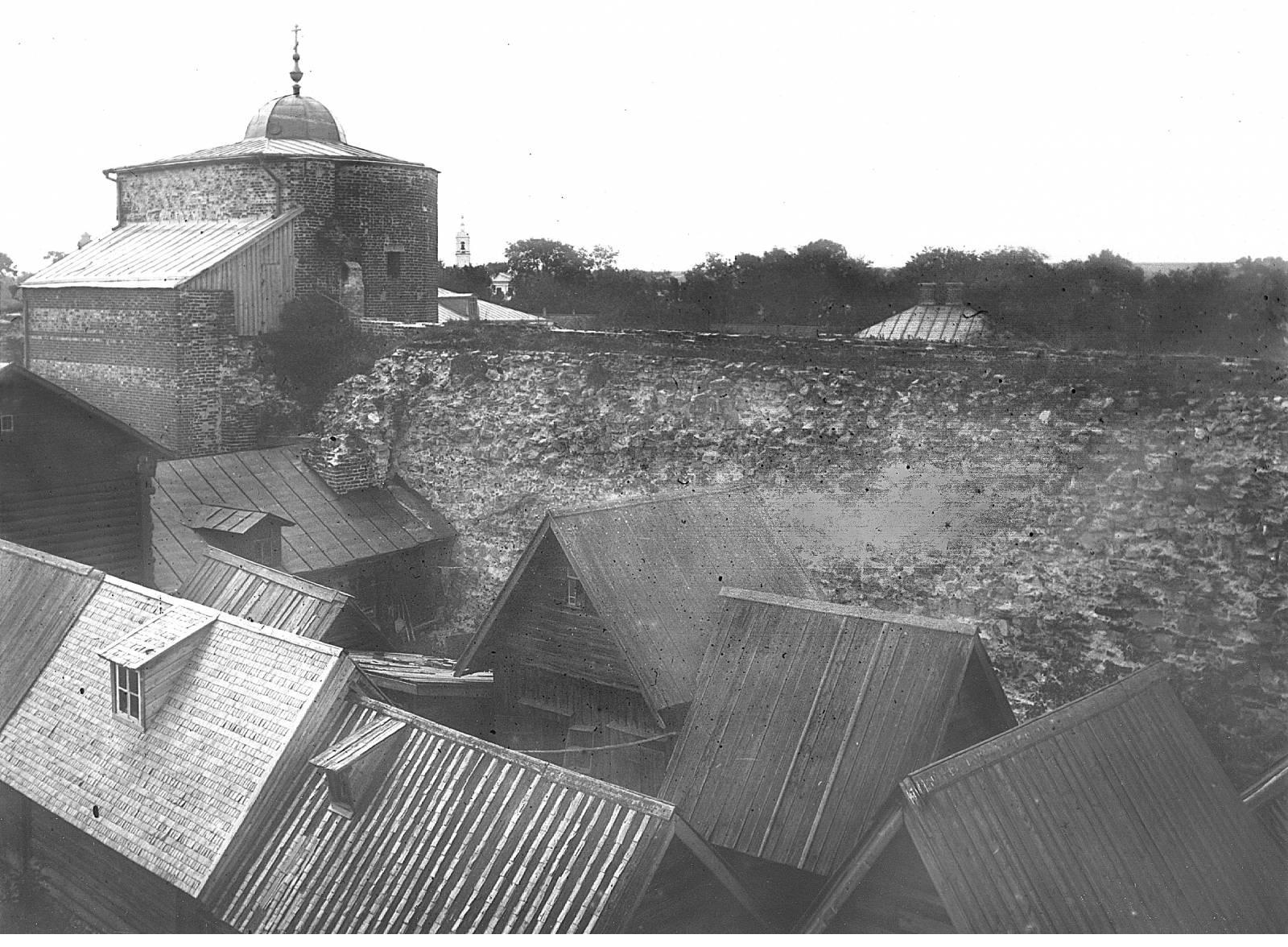 Вид на Грановитую башню и прясло стены из Кремля