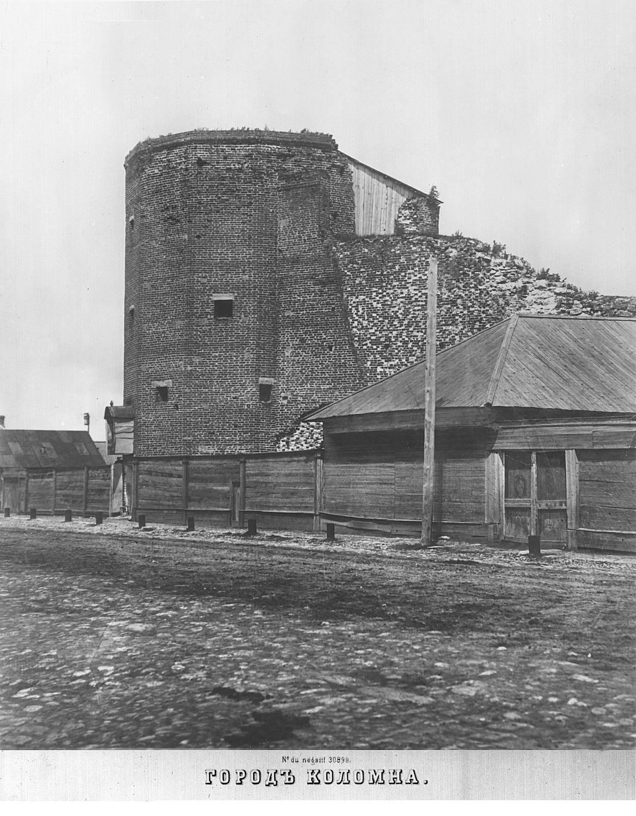Вид на Грановитую башню со стороны Астраханского тракта.
