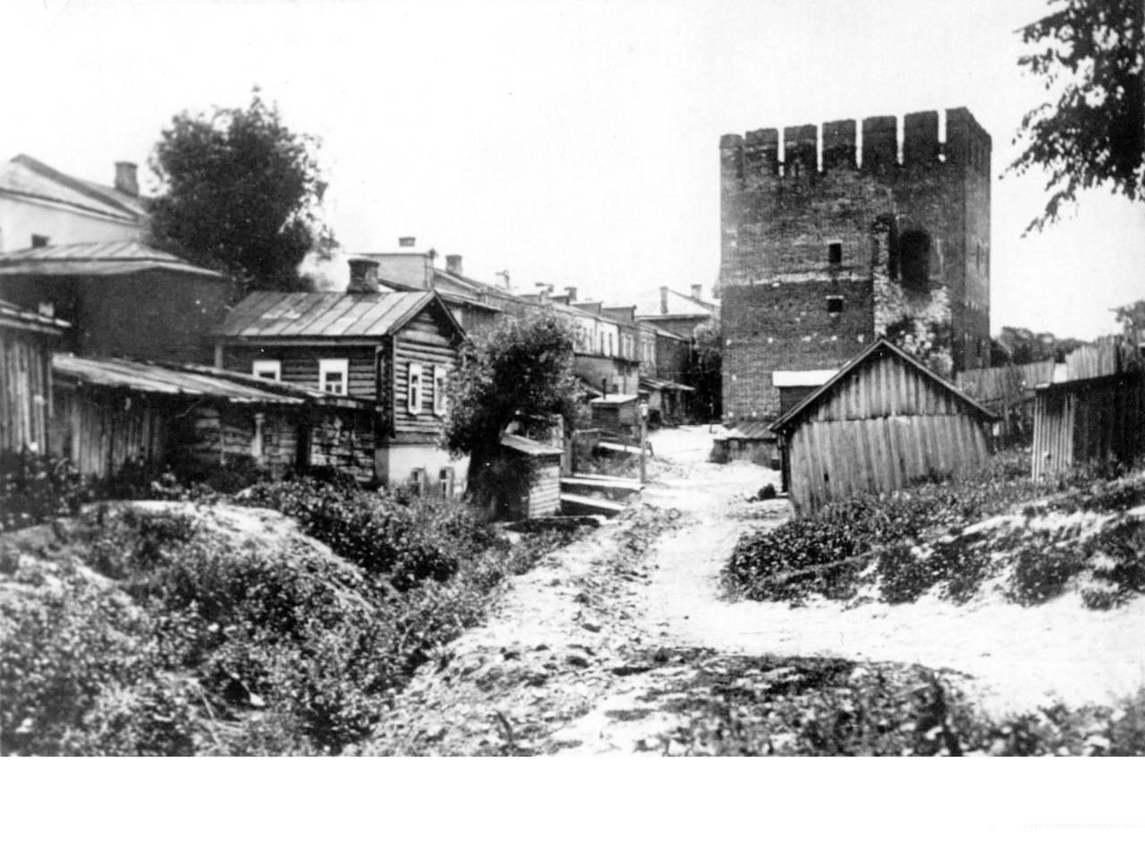 Вид на Погорелую башню со стороны Пятницких ворот