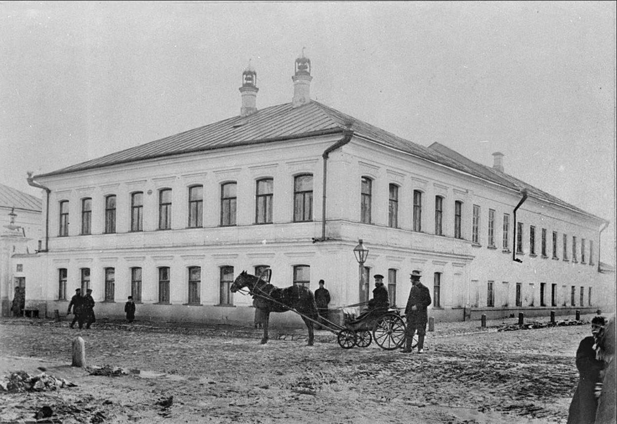 Вид на усадьбу на углу Алексеевской и Кузнецкой улиц
