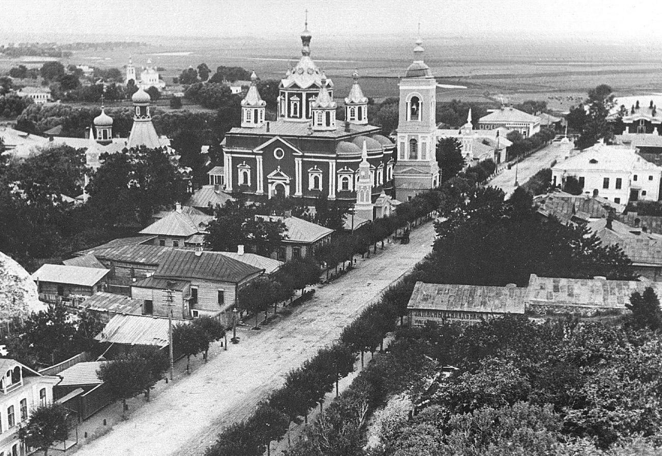 Вид с колокольни церкви Иоанна Богослова на Успенский Брусенский женский монастырь