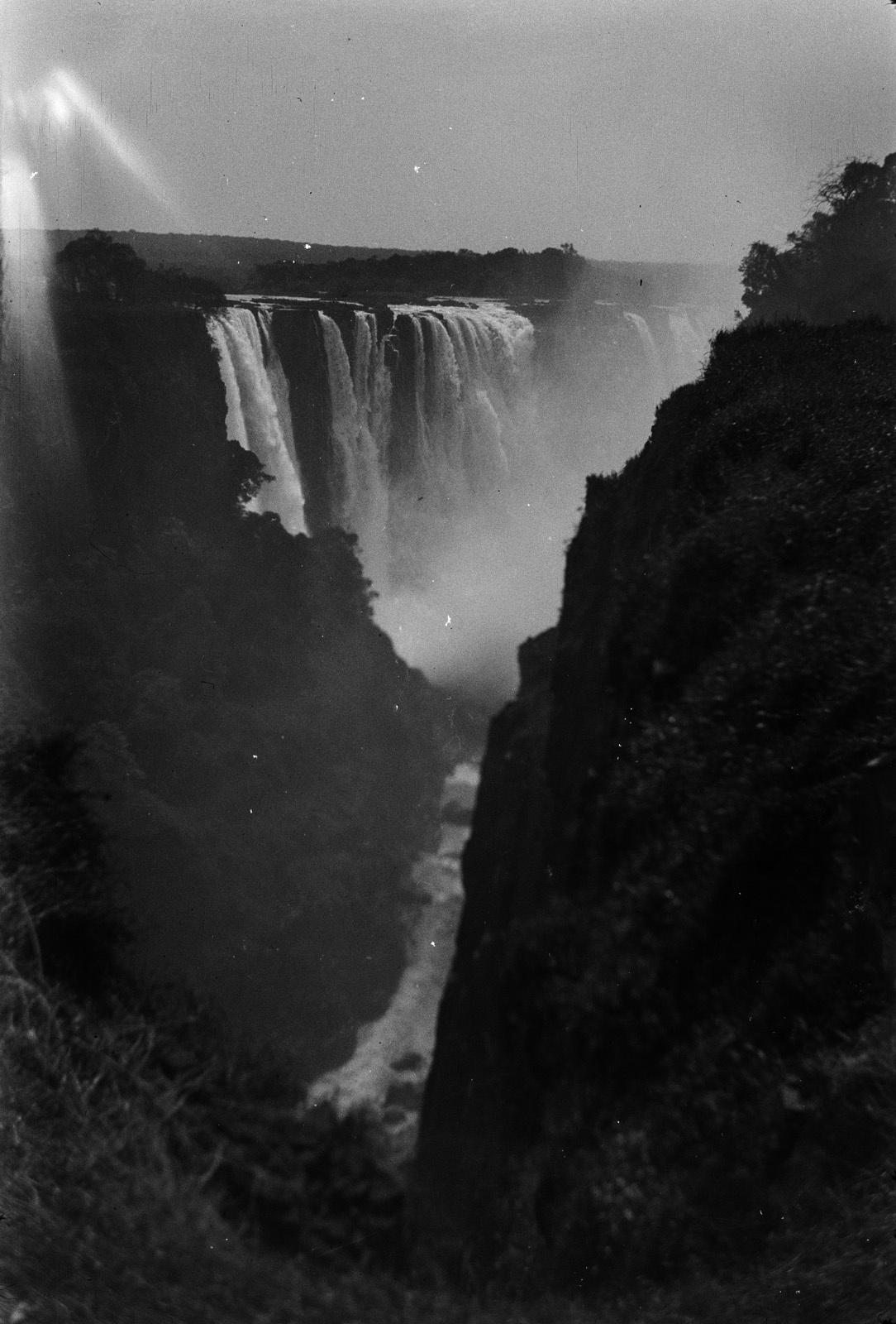 Водопад Виктория реки Замбези. Ущелье и главный водопад