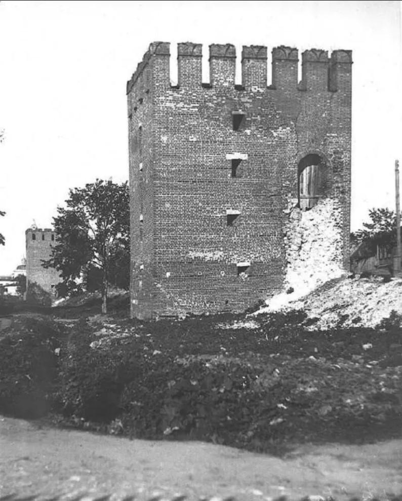 Вид на Спасскую башню со стороны Воздвиженской