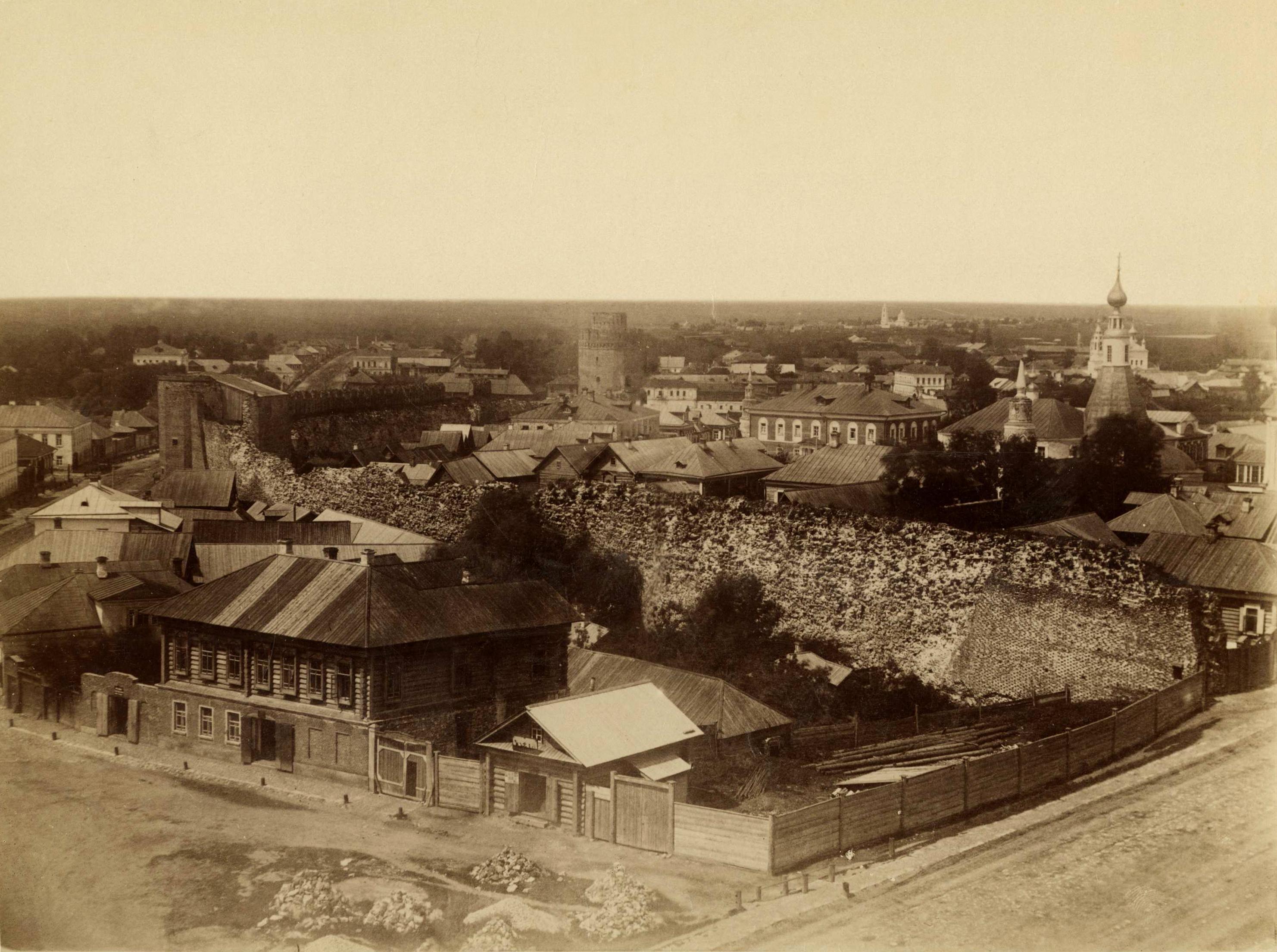 Вид на городскую застройку и на Коломенский кремль (с южной стороны).