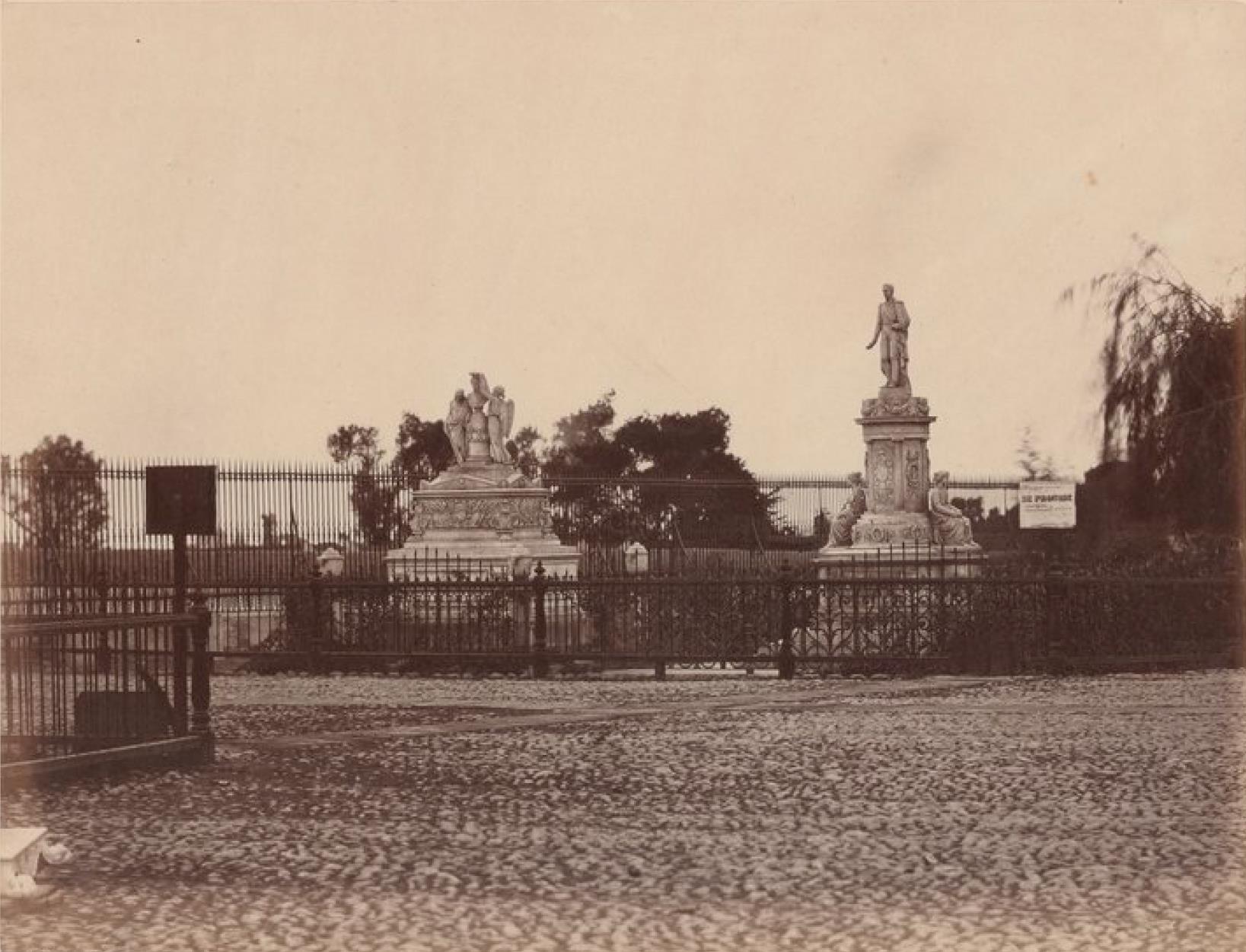 Лима. Вход на мемориальное кладбище «Пастор Матиас Маэстро»