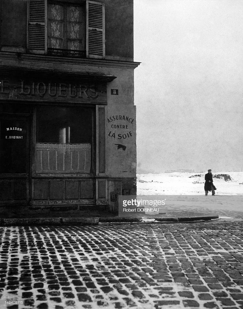 1943. Человек на улице в снегопад. Жентилли