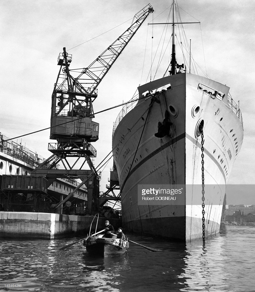 1951. Корабль в гавани. Марсель