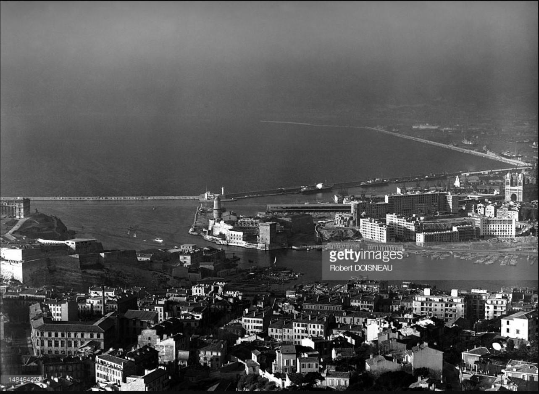 1951. Общий вид гавани и города Марсель