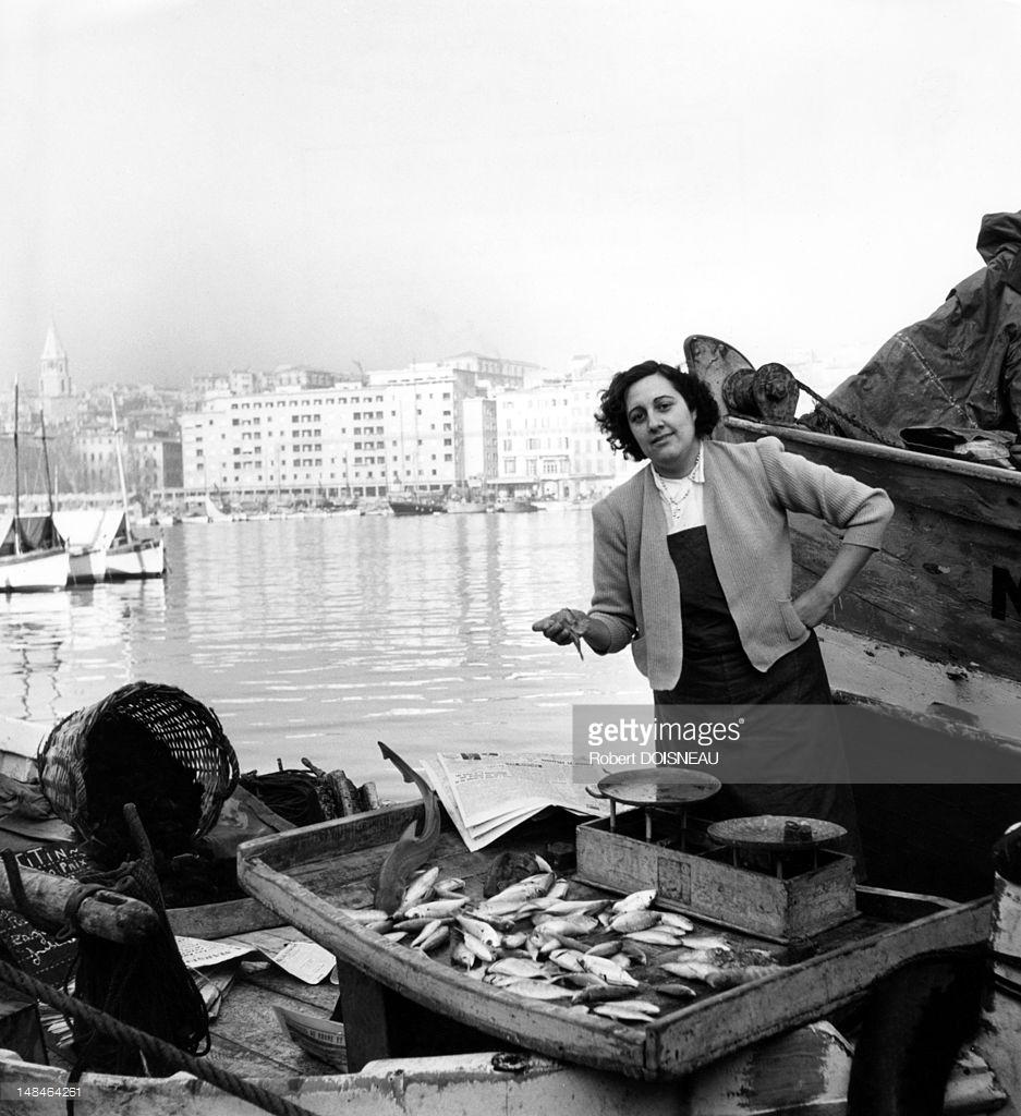 1951. Торговка рыбой в гавани. Марсель