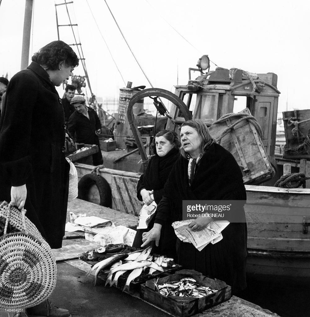 1951. Торговки рыбой в гавани. Марсель