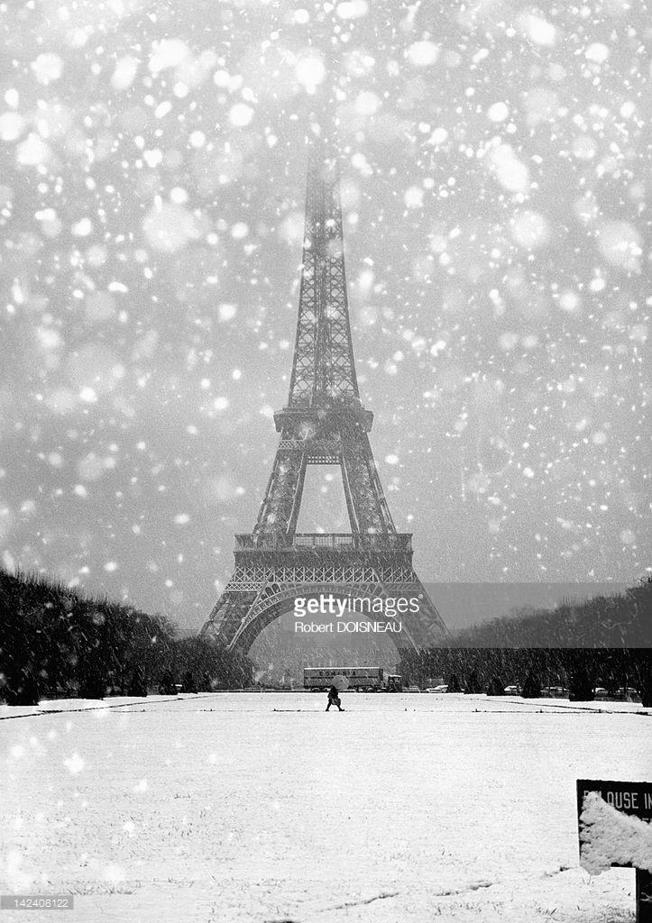 1964. Эйфелева башня под снегом