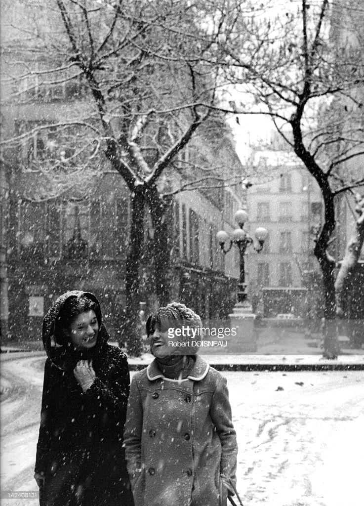 1966. Площадь Фюрстенберг в снегу. Париж